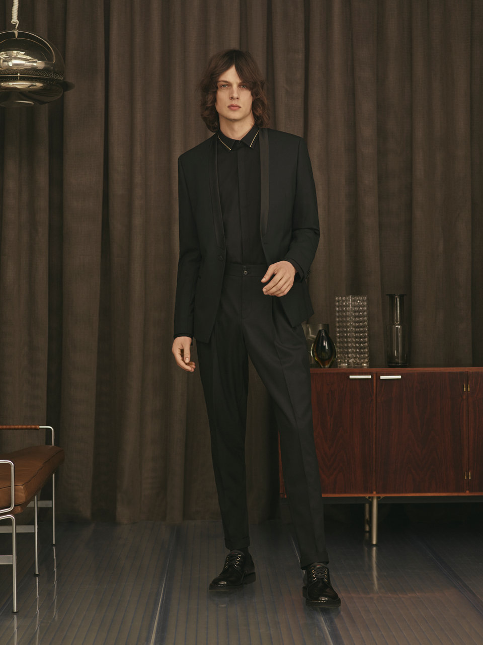 Dark Suit, black Shirt and black shoes by HUGO