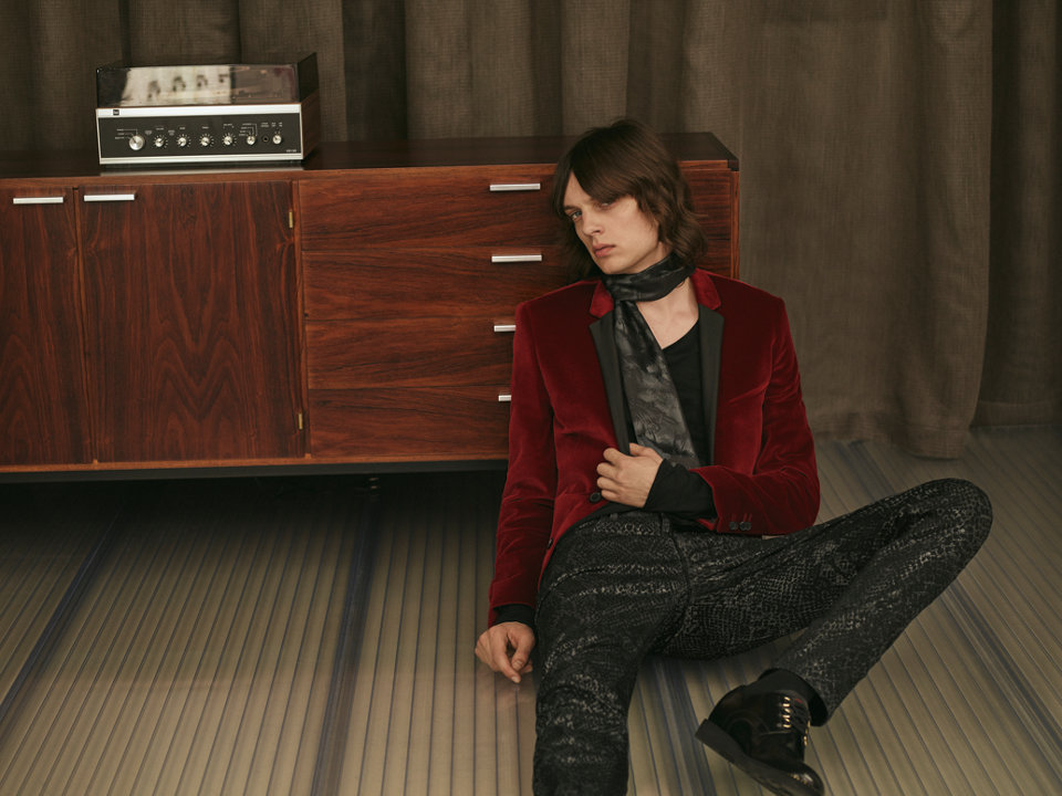 Red Jacket, black T-Shirt, patterned Jeans, black Neckwear and black Shoes by HUGO
