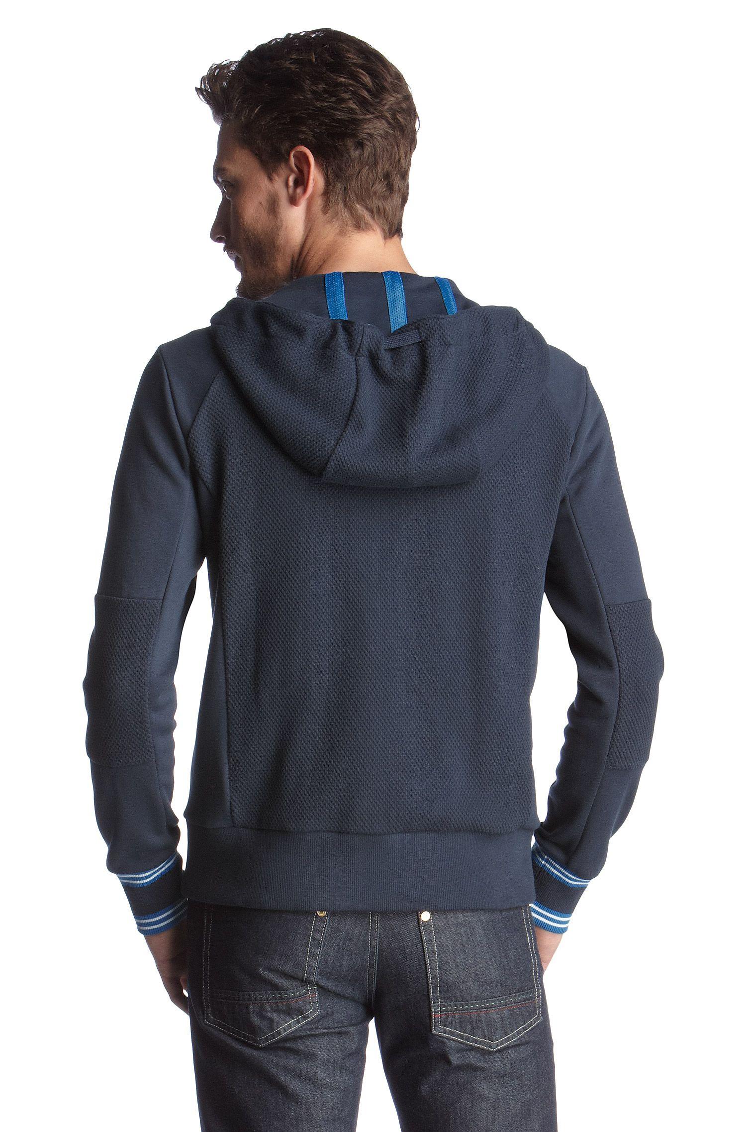 Sweater à capuche, Saggy