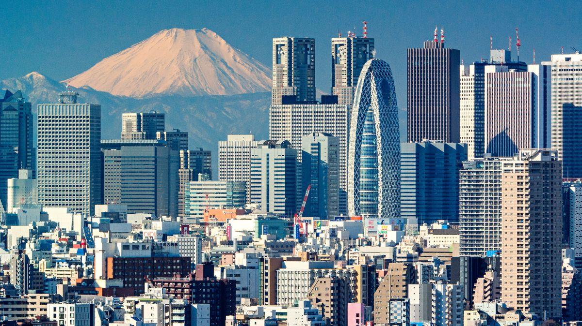 UNE JOURNÉE À TOKYO AVEC LEWIS HAMILTON - eMAG HUGO BOSS