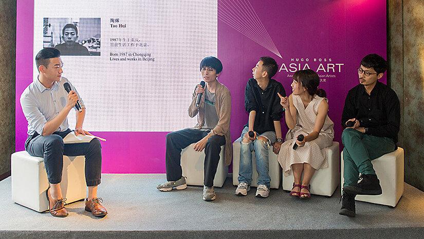 从左至右:上海外滩美术馆资深策展人李棋先生;入围艺术家李明先生、陶辉先生、于吉女士、赵仁辉先生