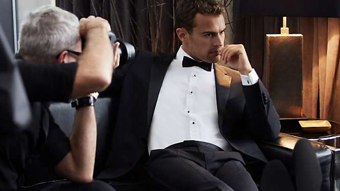MYSTERY MAN Met Theo James - eMAG HUGO BOSS