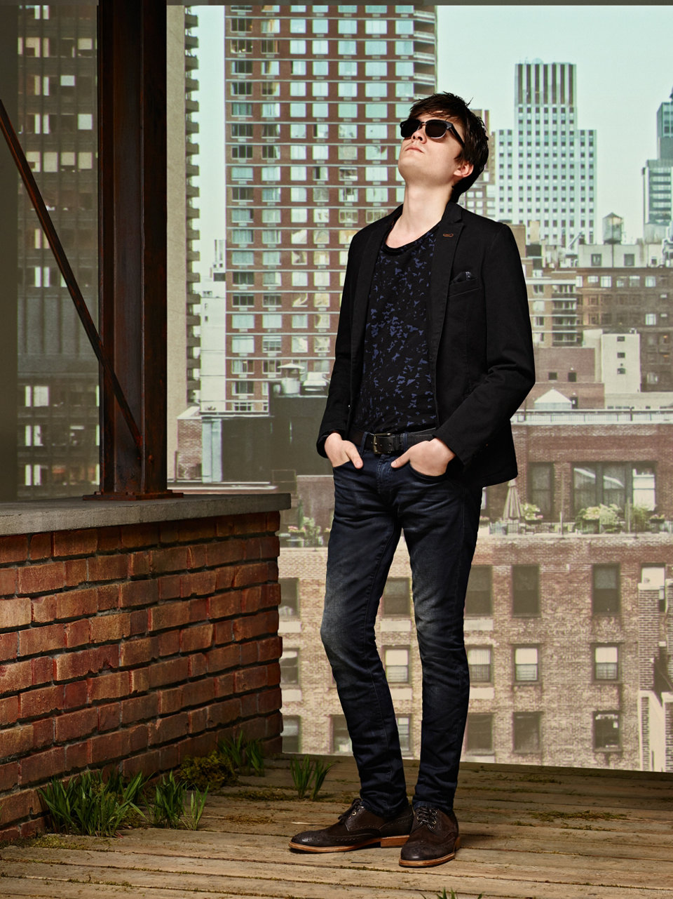 Black tailored jacket, black T-shirt, dark blue jeans and black shoes by BOSS Orange