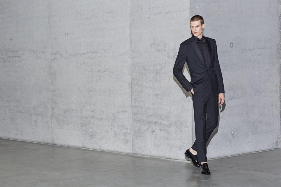 Schwarzer BOSS Anzug mit weißem Hemd und schwarzerFliege