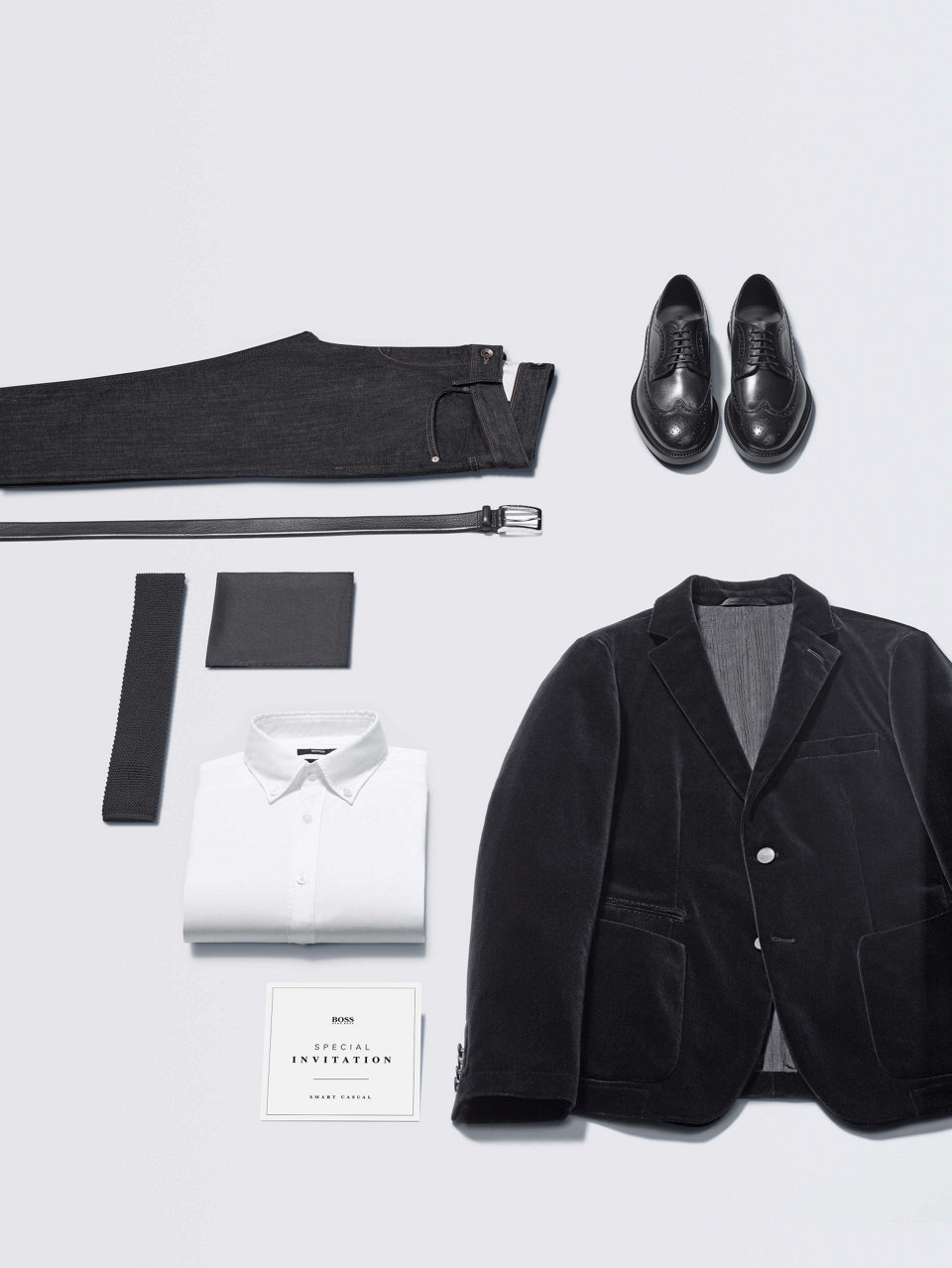 Schwarzes Hemd, schwarze Hose und schwarze Lederjacke vonBOSS