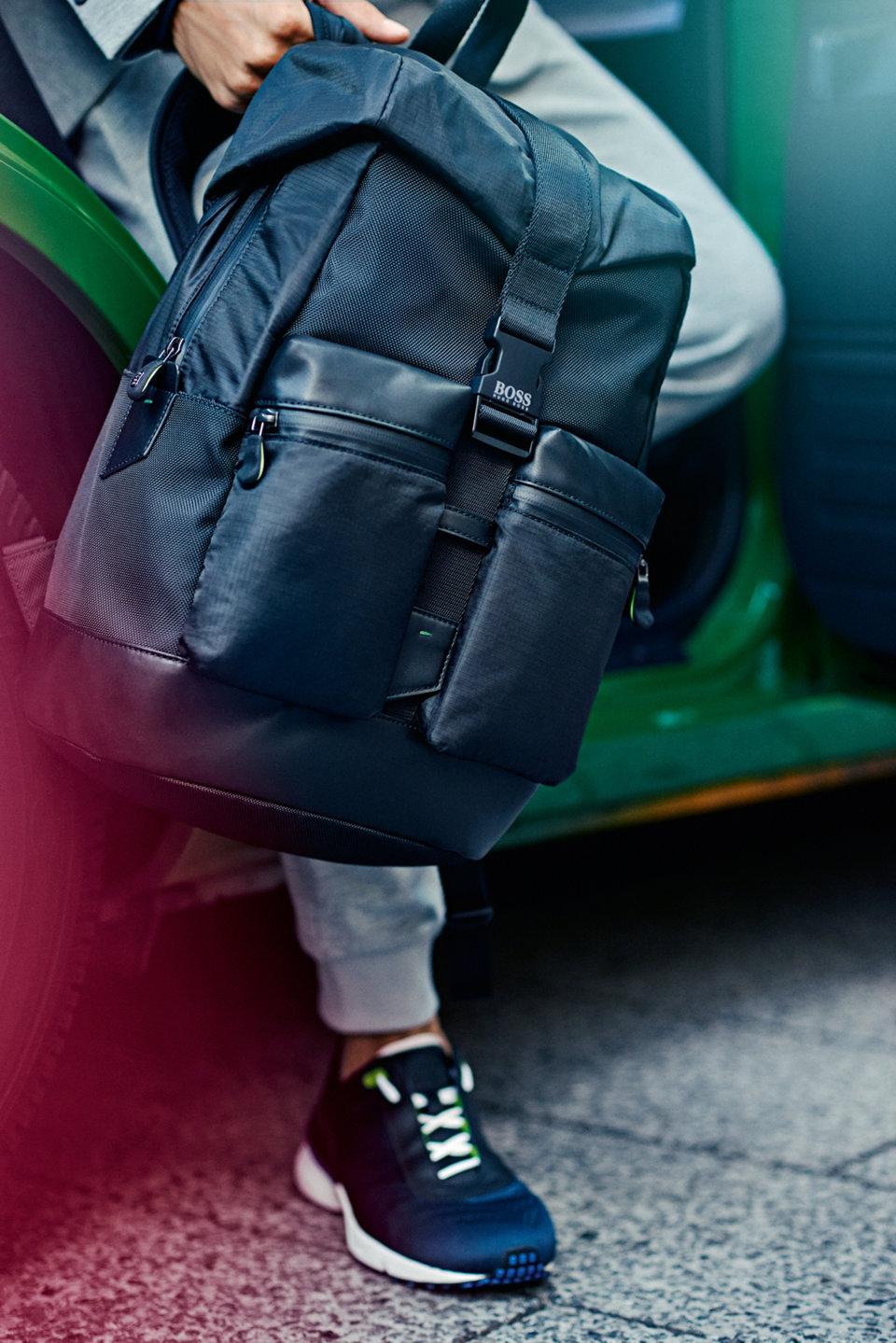 Puristische, einfarbige Teile und kräftige Prints ‒ Rucksäcke und Reisetaschen werden in vielseitigen Designs angeboten, die perfekt für einen Wochenendtrip oder für unterwegs geeignetsind