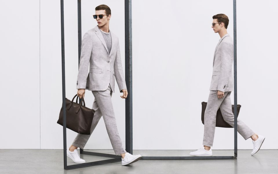 Light beige suit, striped jersey and white sneaker by BOSS