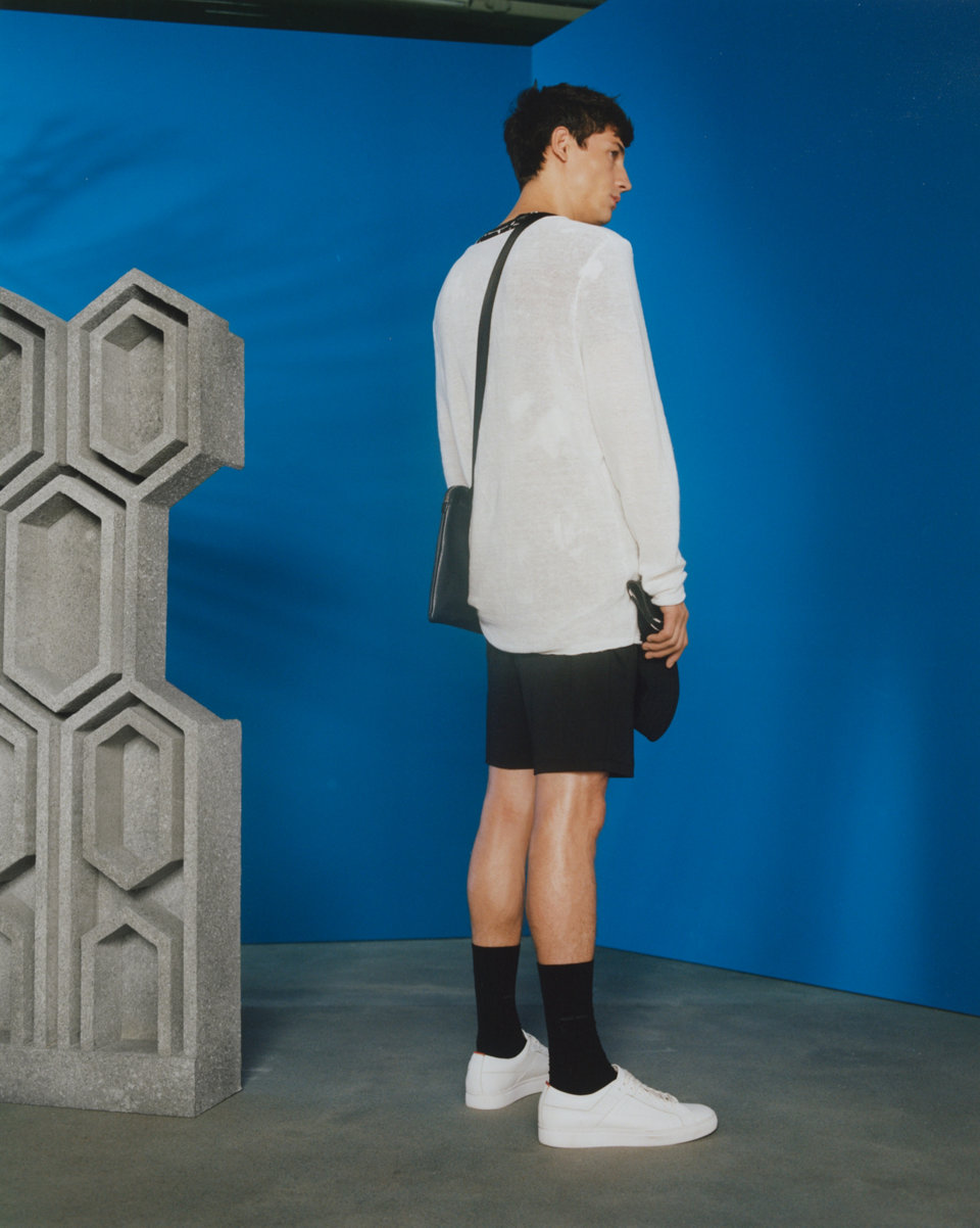 White sweater, black shorts and white sneakers byHUGO