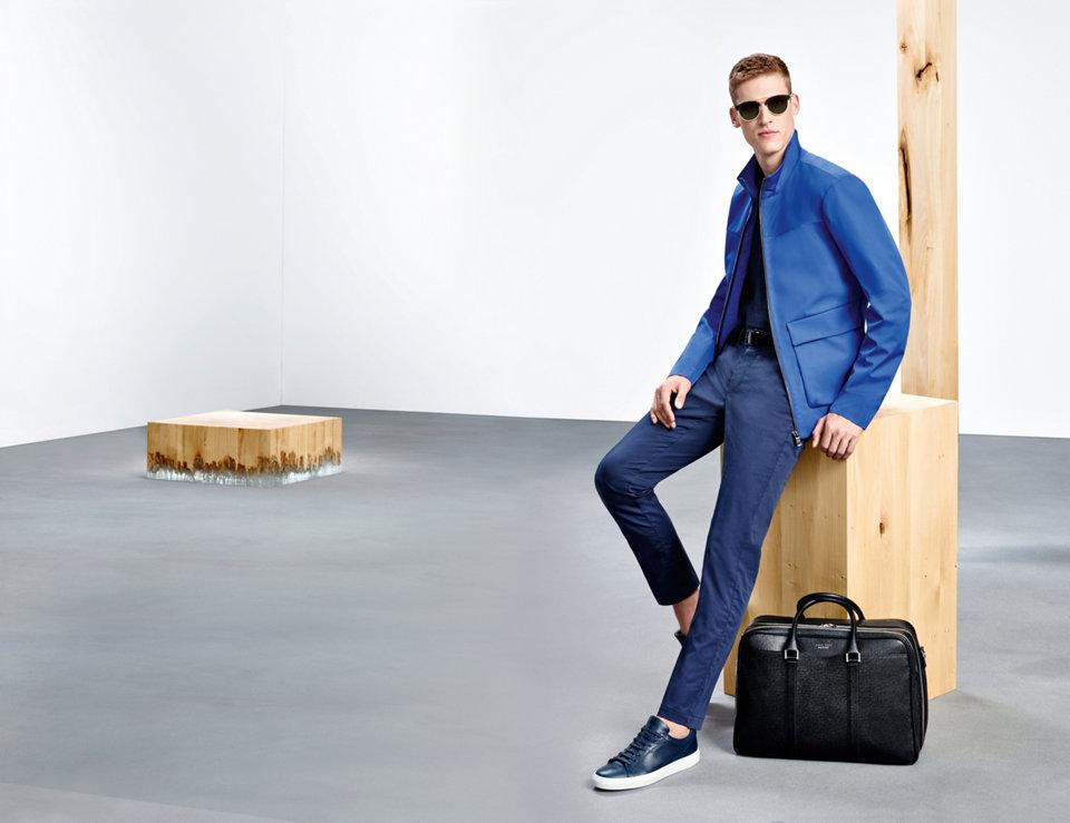 Donkerblauwe jas, gebreide trui en broekvanBOSS
