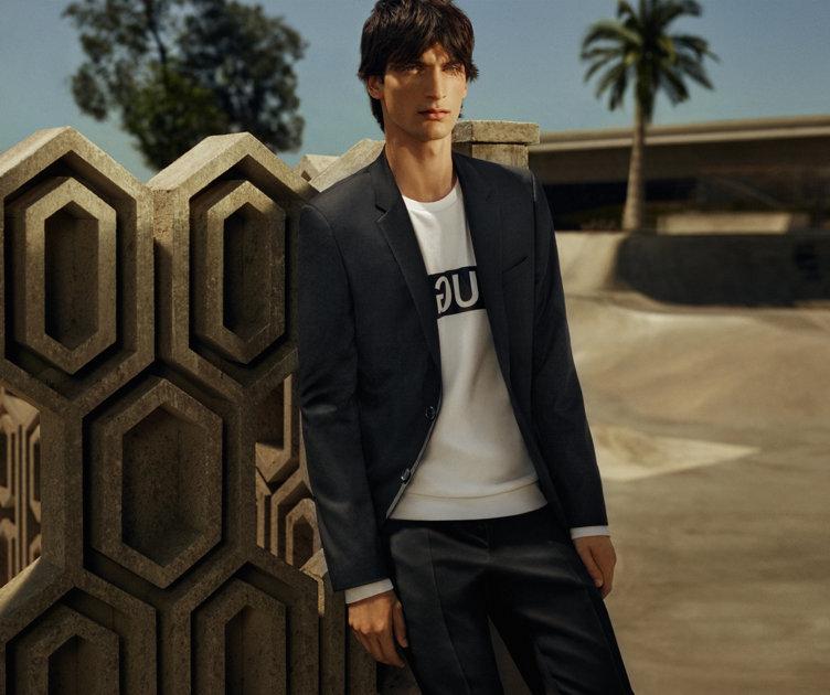 Schwarzer HUGO Superblack Anzug und weißes Sweatshirt von HUGO
