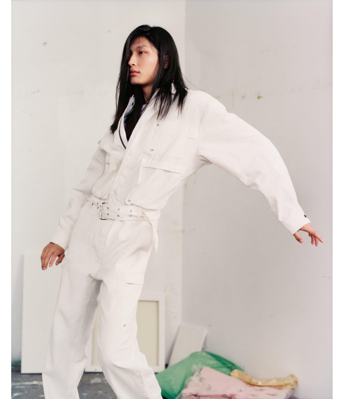 """2018春夏,HUGO撷取男装元素,赋予其女性魅力,令HUGO女士尽显自我个性又充满力量。在T恤上印有这个""""你所知道的""""口号,成为本季热门单品"""