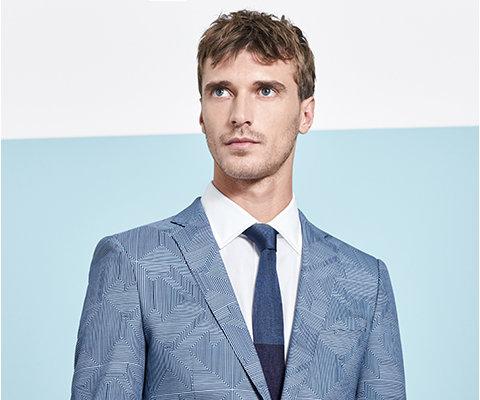 Blauw kostuum, wit overhemd en blauwe stropdas van BOSS