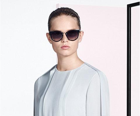 Witte jurk en zonnebril van BOSS