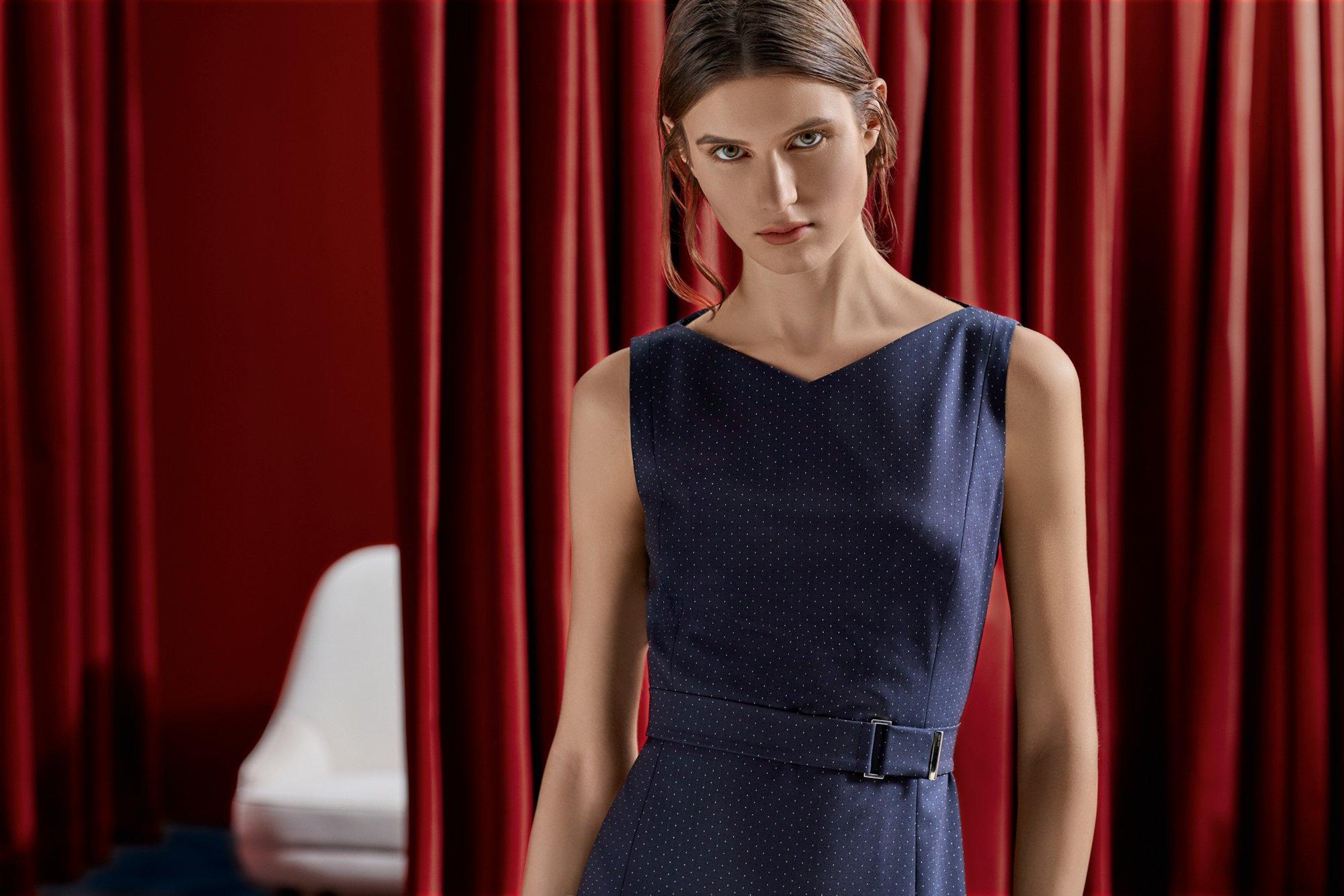 在玩世不恭与职业干练中找到完美的平衡点。探索BOSS女装系列百变商务混搭风格