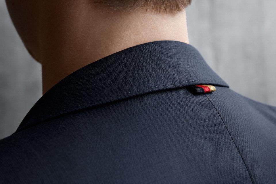 新的征程,德国队精准且自信的特色与BOSS的品牌理念再次不谋而合。作为官方服装赞助商的我们,更让他们在球场外意气风发