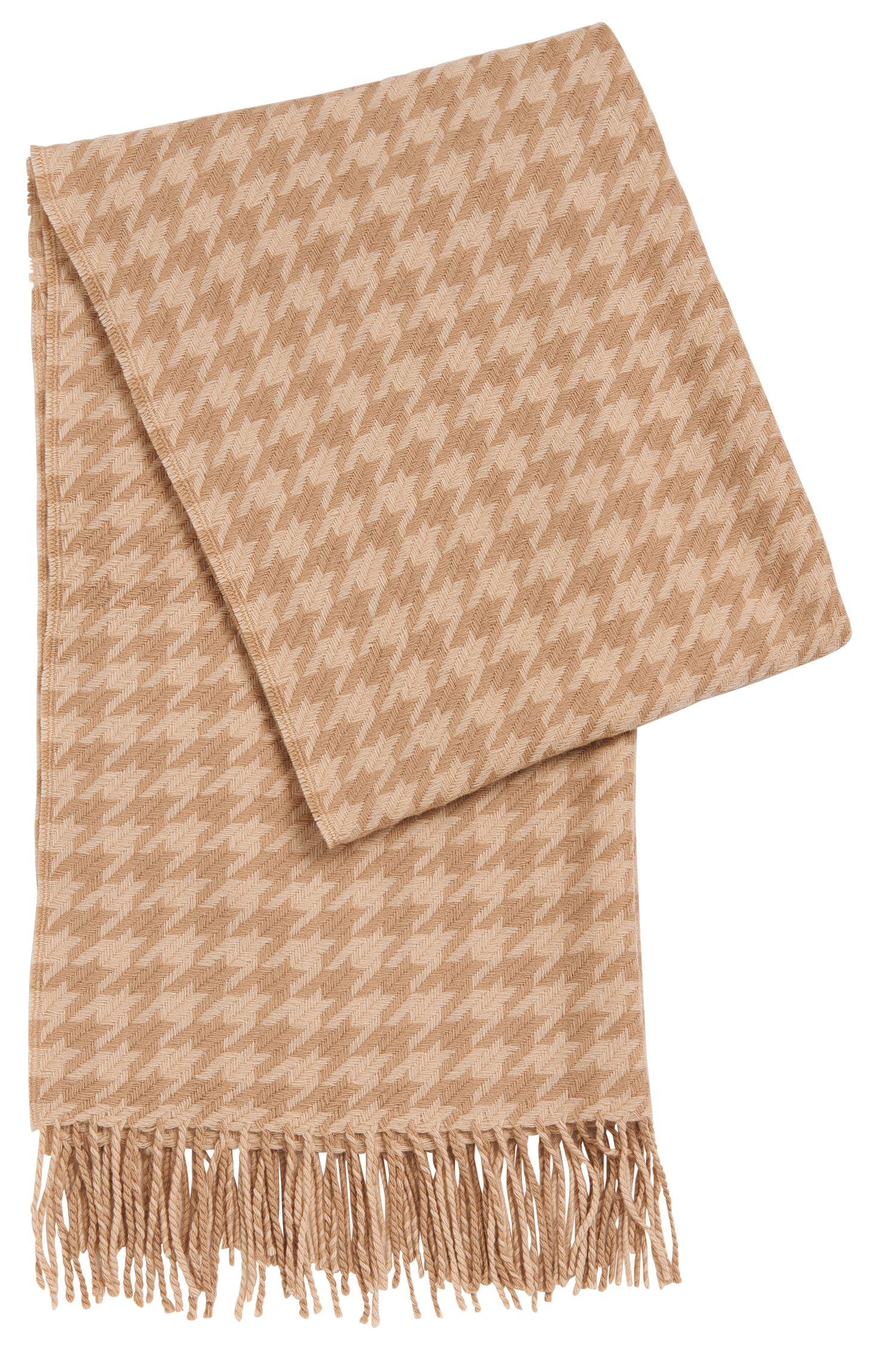 Sjaal van zuivere scheerwol met lange franjes: 'Lenasa'