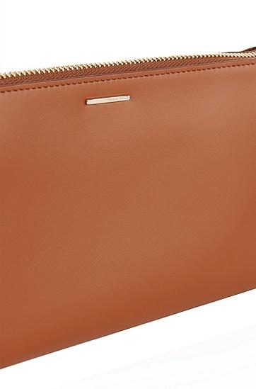 Handtasche aus glattem Leder: 'Staple Mini Bag-C', Braun