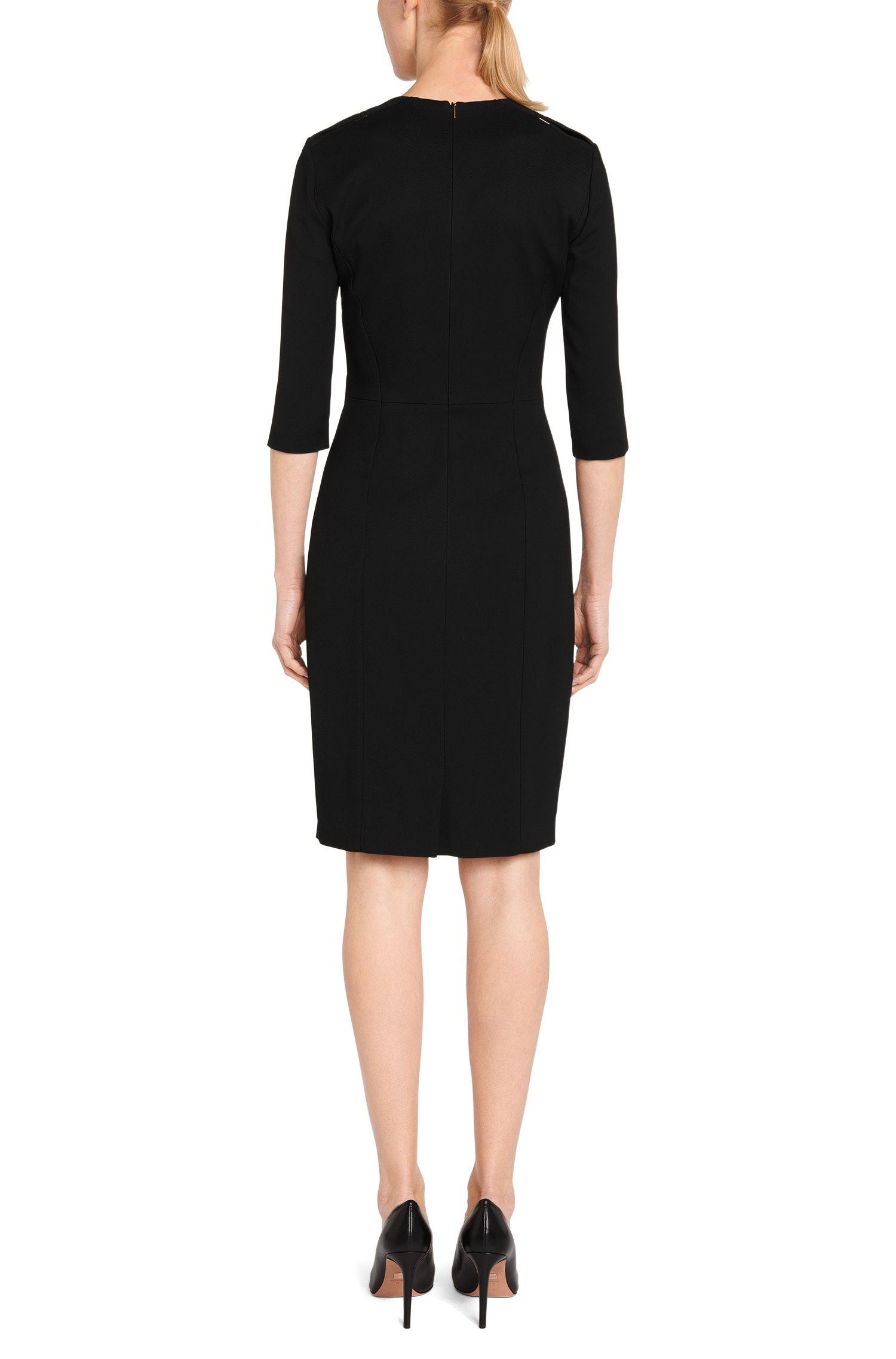Fijngestructureerde etui-jurk van een viscosemix: 'Dapeipa'