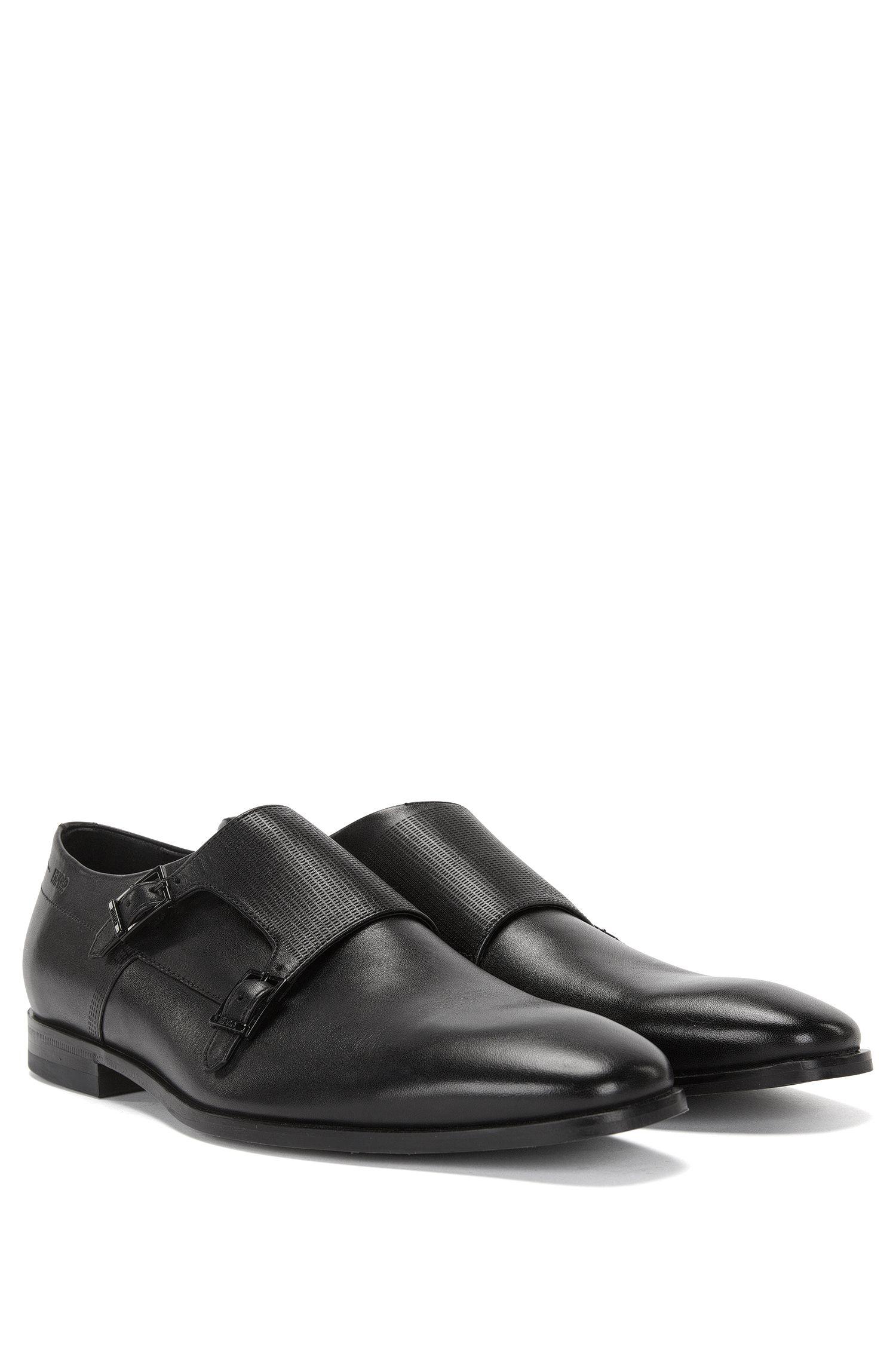 Chaussures double boucle en cuir à garniture découpée au laser: «C-Squamok»