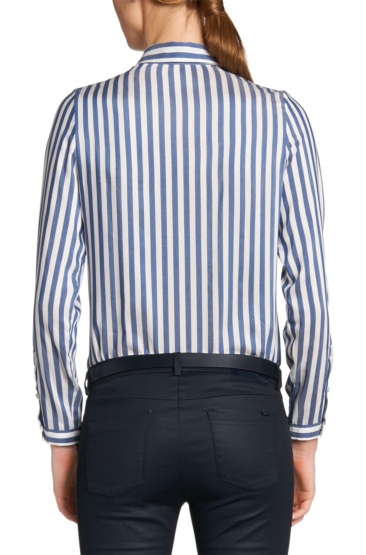 Overhemdblouse van een viscosemix met zijde: 'Eselia'