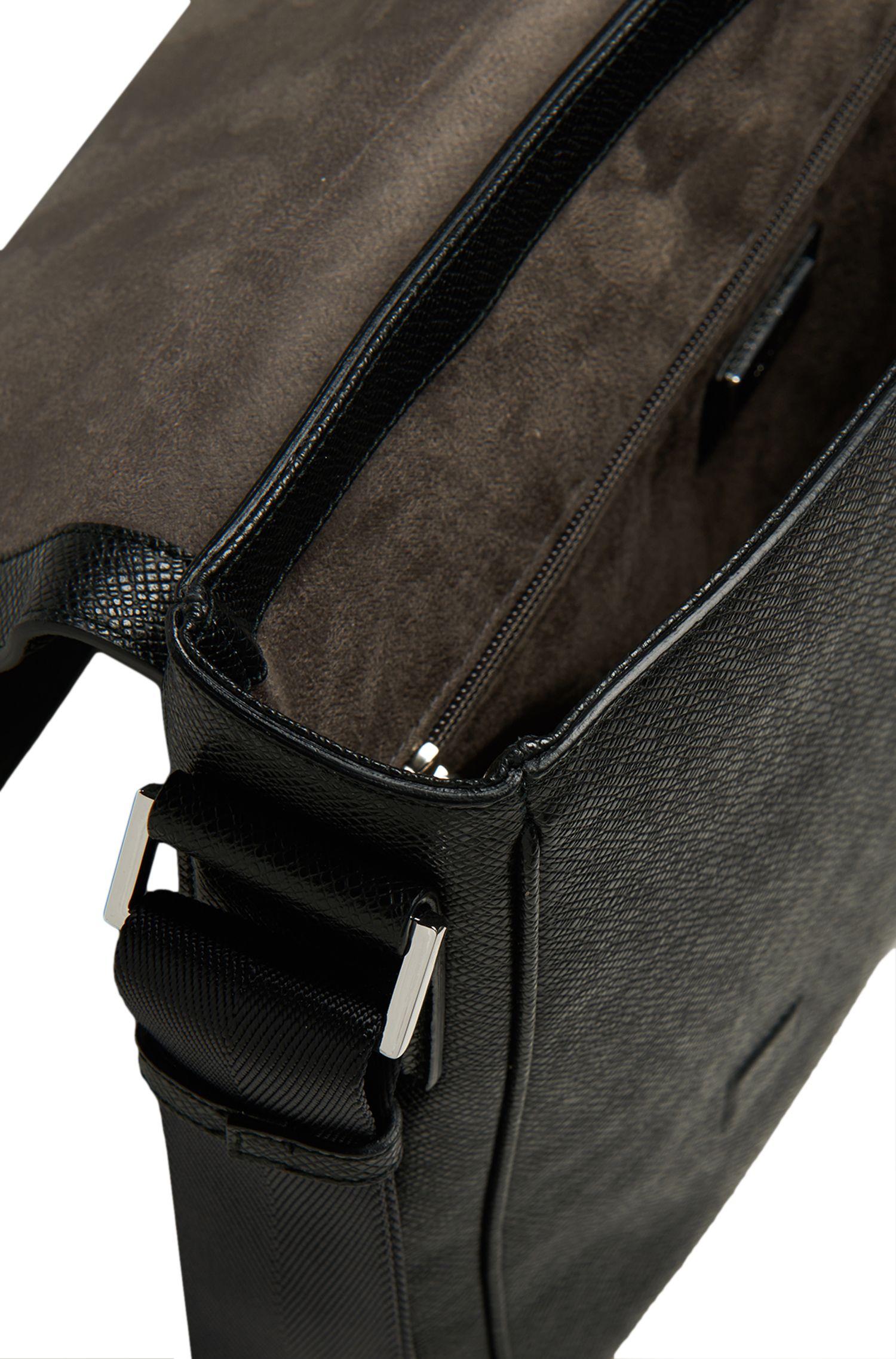 Umhängetasche aus Leder: 'Signature_Mess flap'