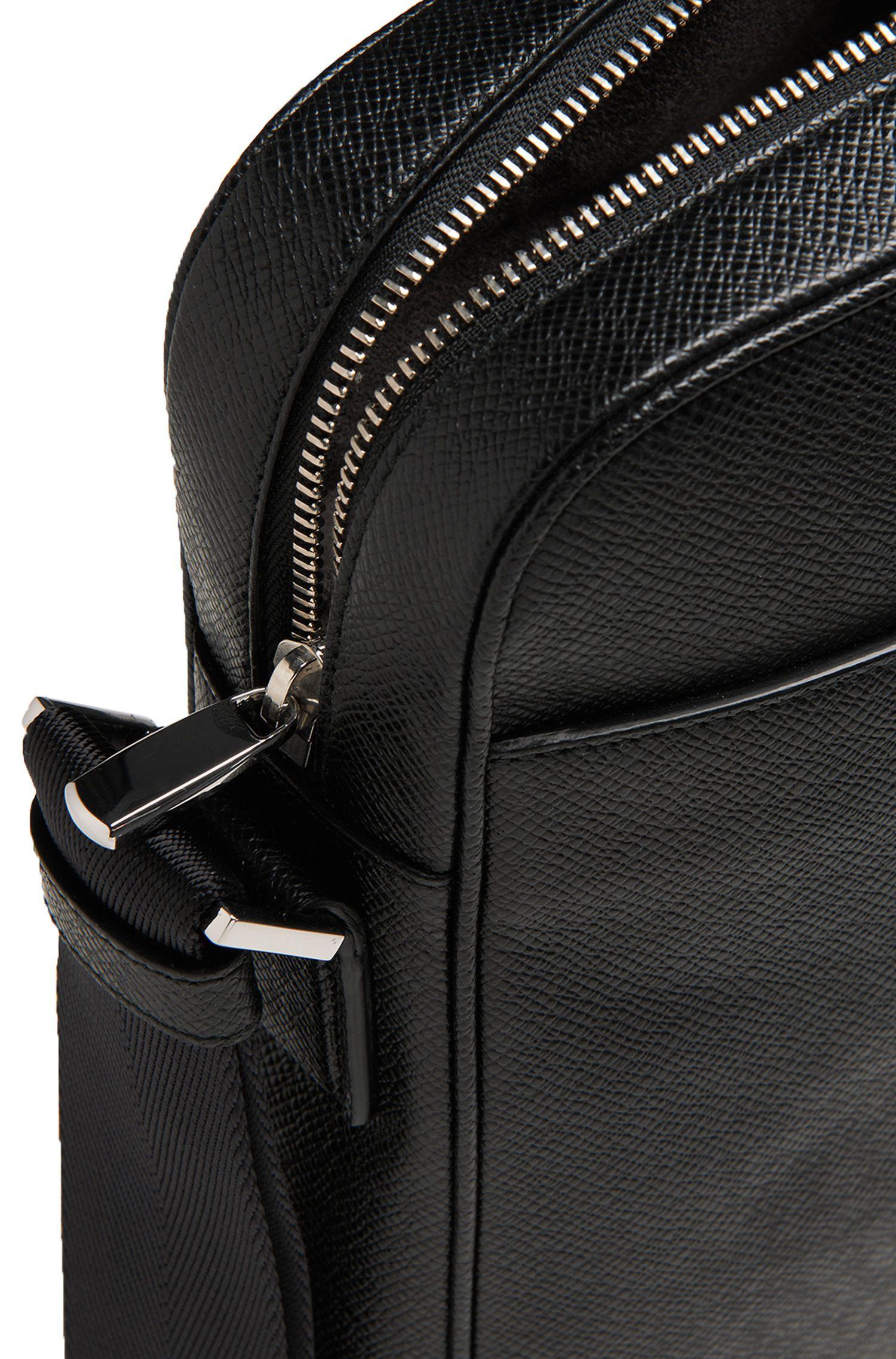 Kleine Umhängetasche aus geprägtem Leder: 'Signature_zip'