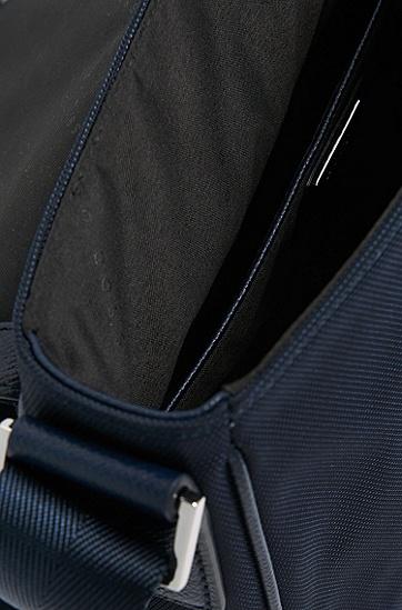 饰以真皮镶边的双肩包:'Signature L flap',  401_暗蓝色