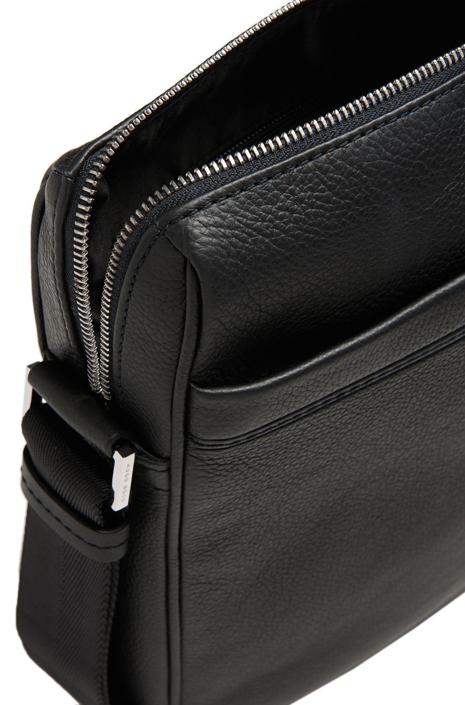 Sac en bandoulière carré, en cuir: «Traveller_NS zip»