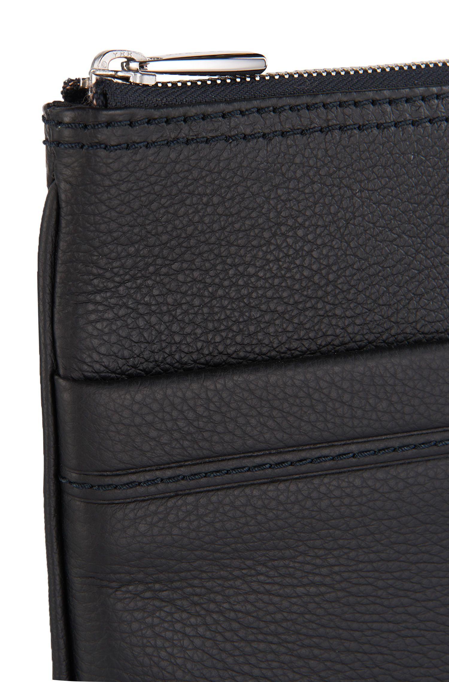 Umhängetasche aus strukturiertem Leder: 'Traveller_S zip env'
