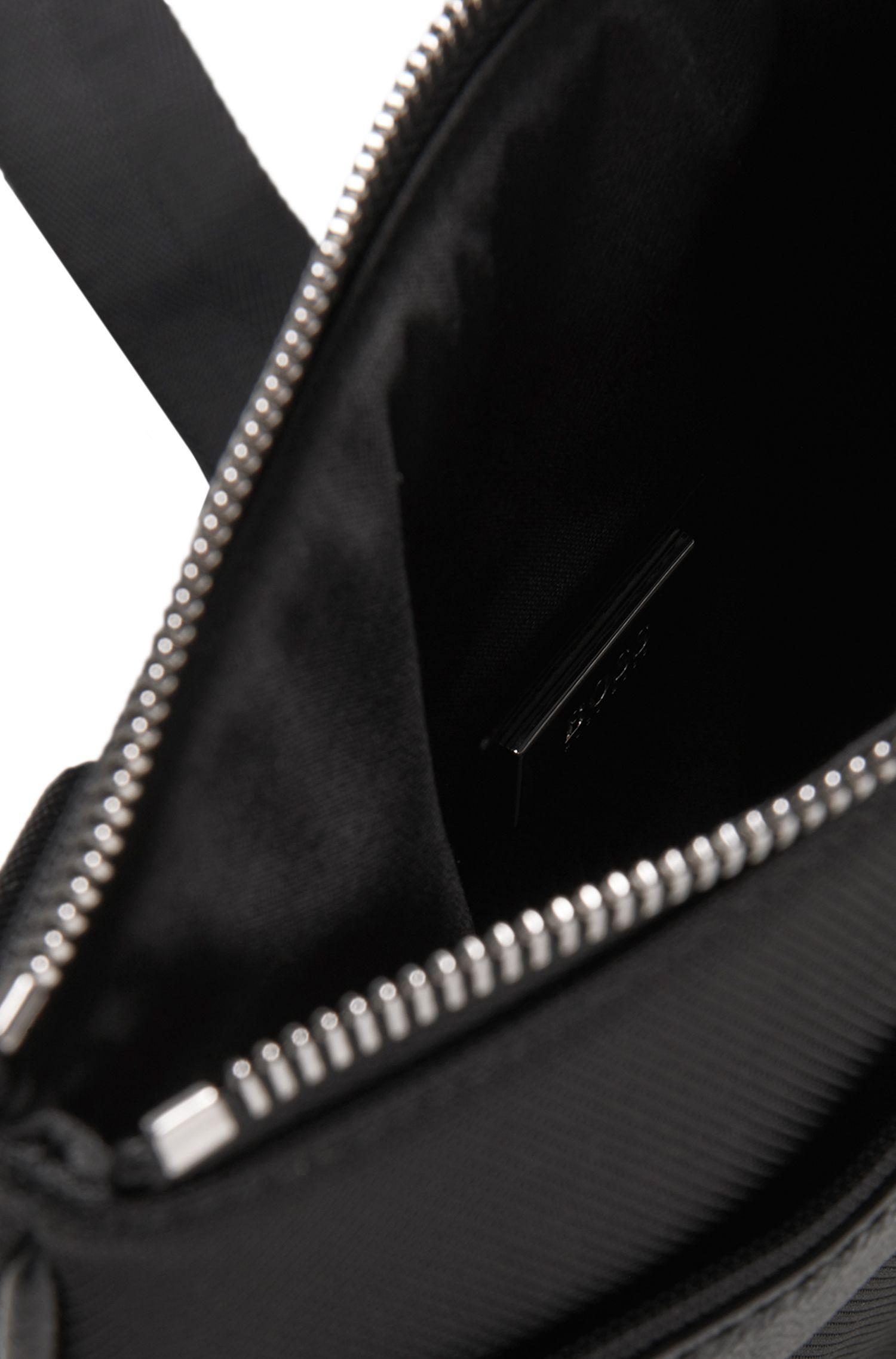 Umhängetasche mit Leder-Besatz: 'Signature L_S zip en'
