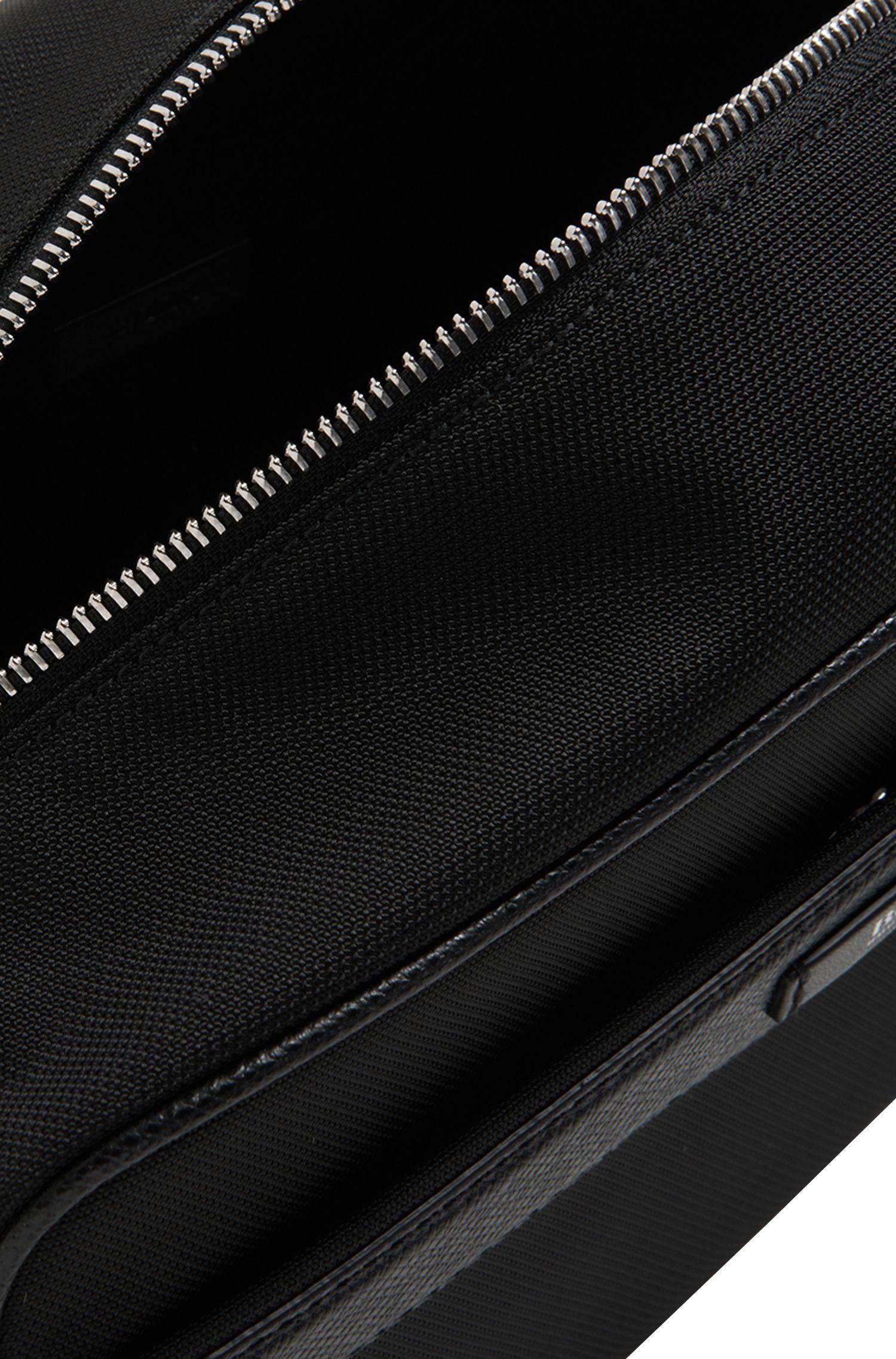Kulturtasche mit Leder-Elementen: 'Signature L_Washbag'