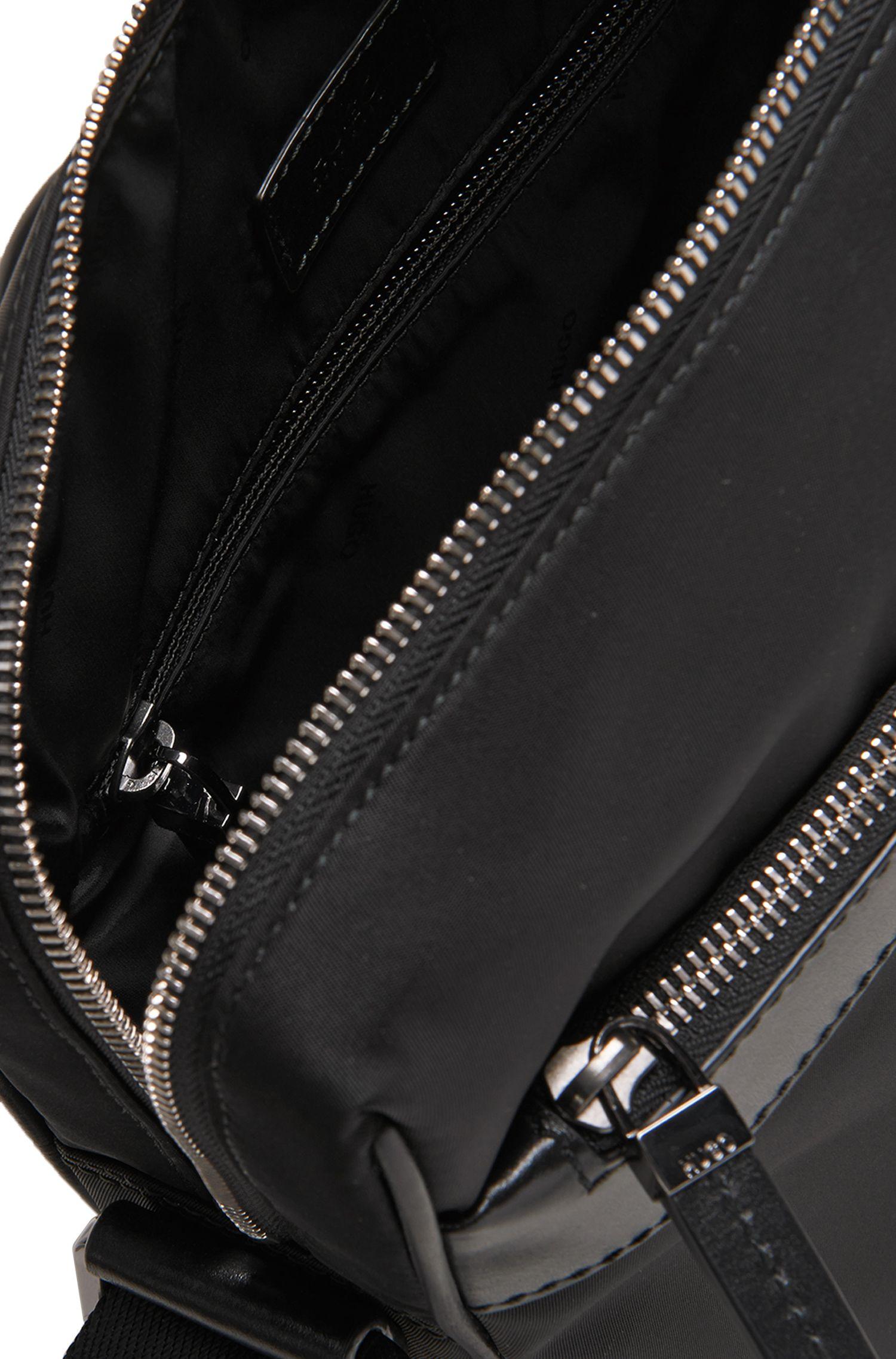 Sac en bandoulière en mélange de matières avec détails en cuir: «Digital L zip»