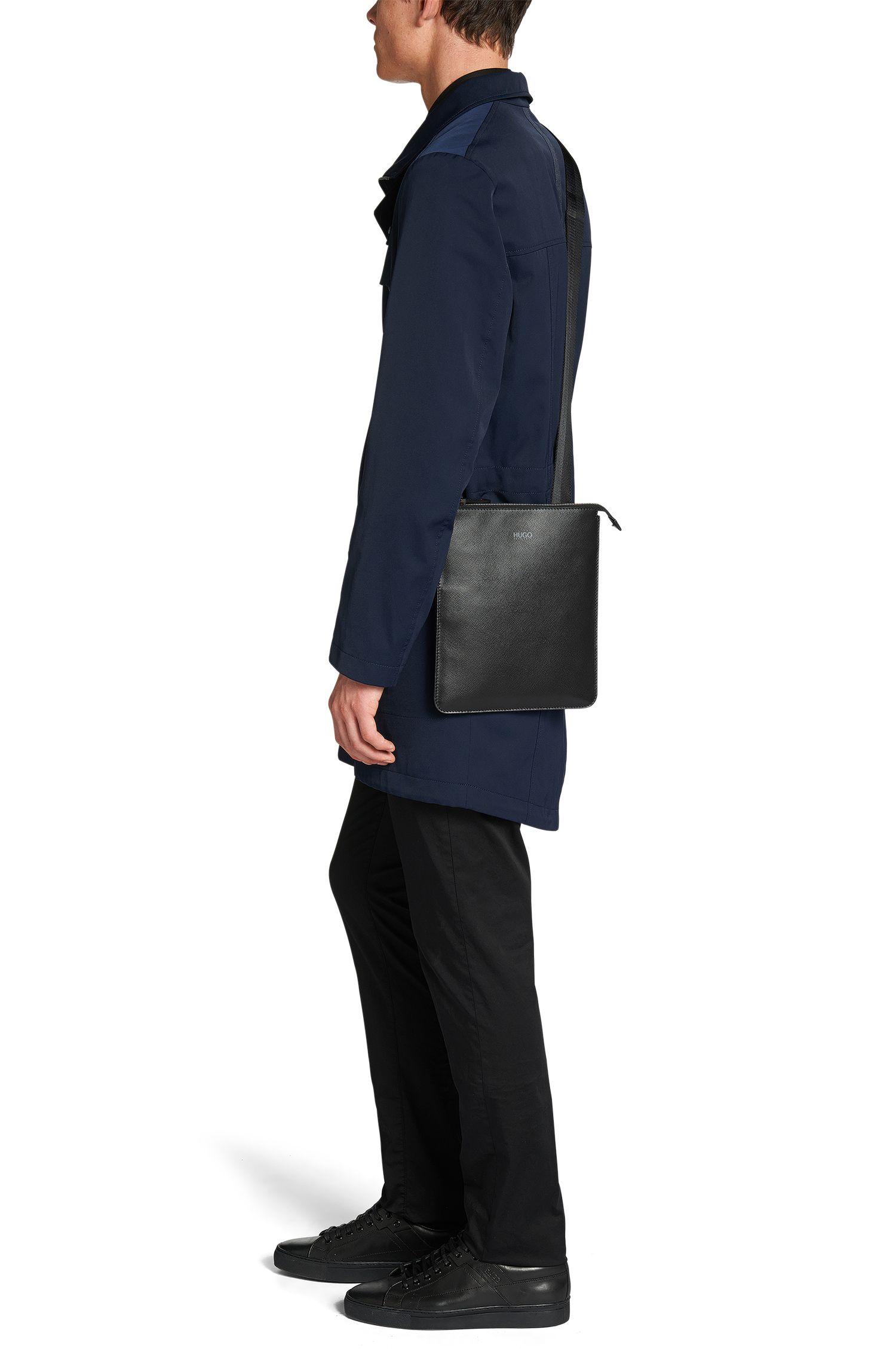 Umhängetasche aus strukturiertem Leder: 'Digital_S zip env'