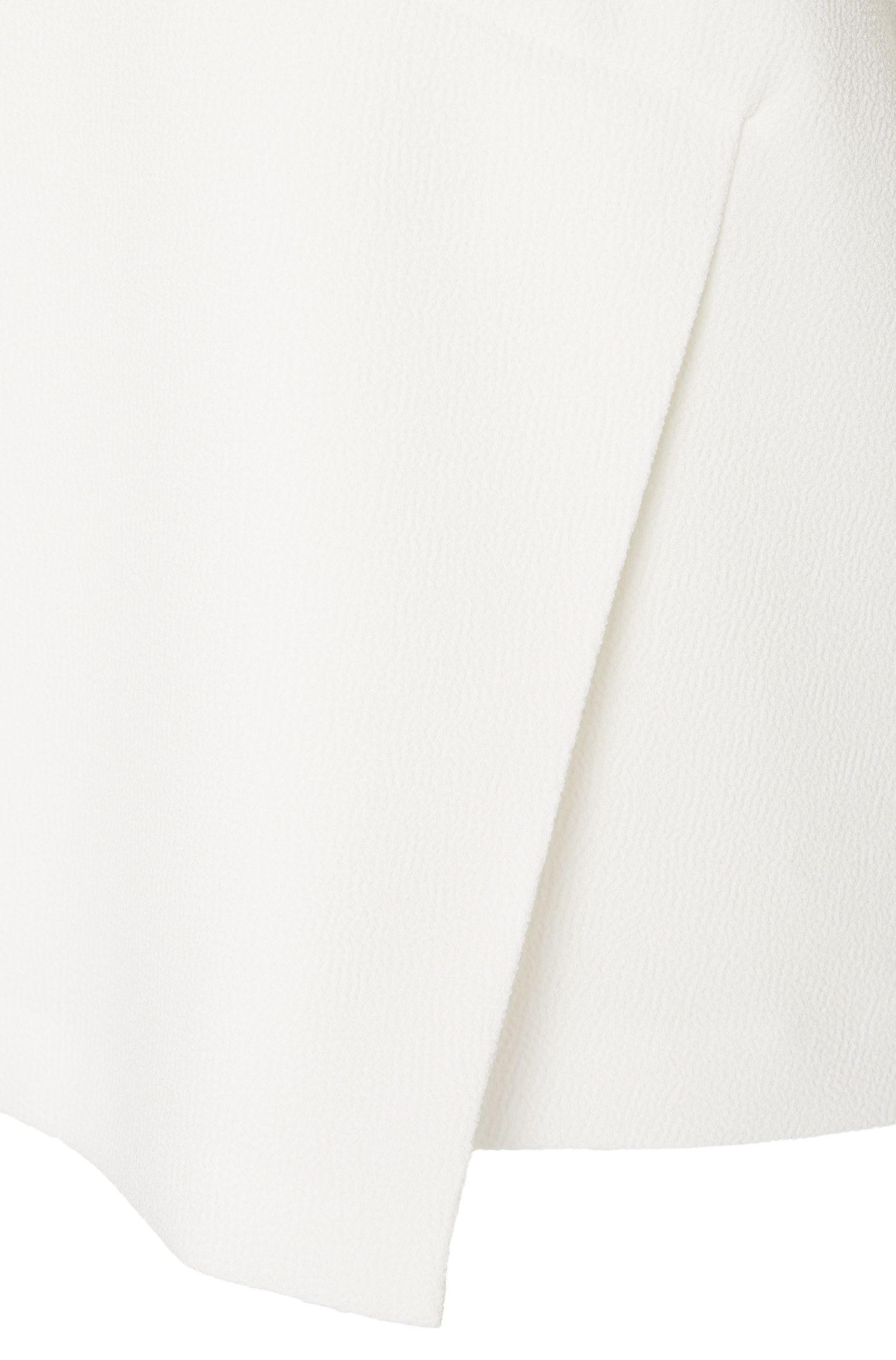 Top van gestructureerde stof met naaddetail: 'Iforma'