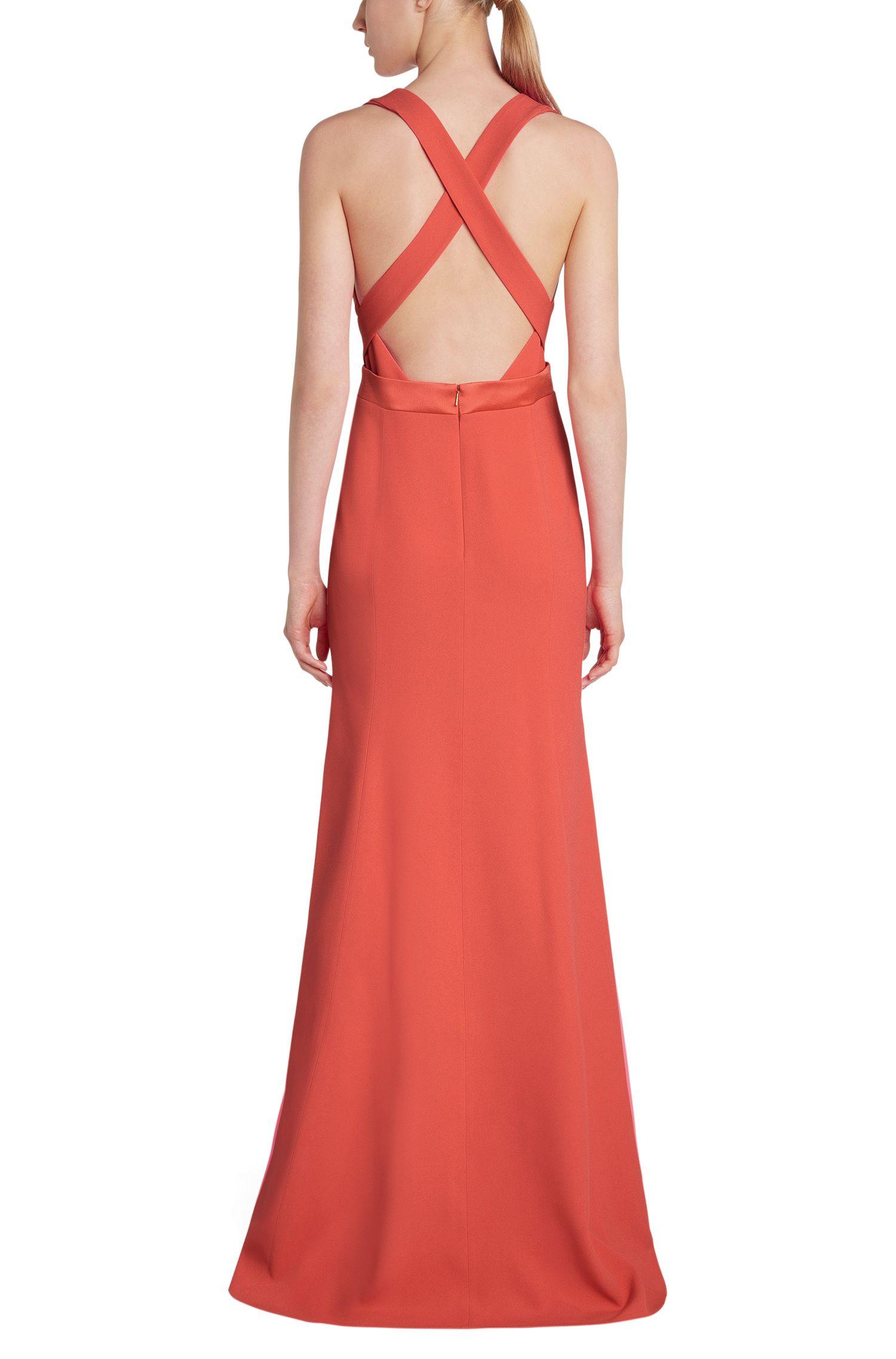 Tailliertes Maxi-Kleid mit gekreuzten Rückenträgern: 'Dimilina'
