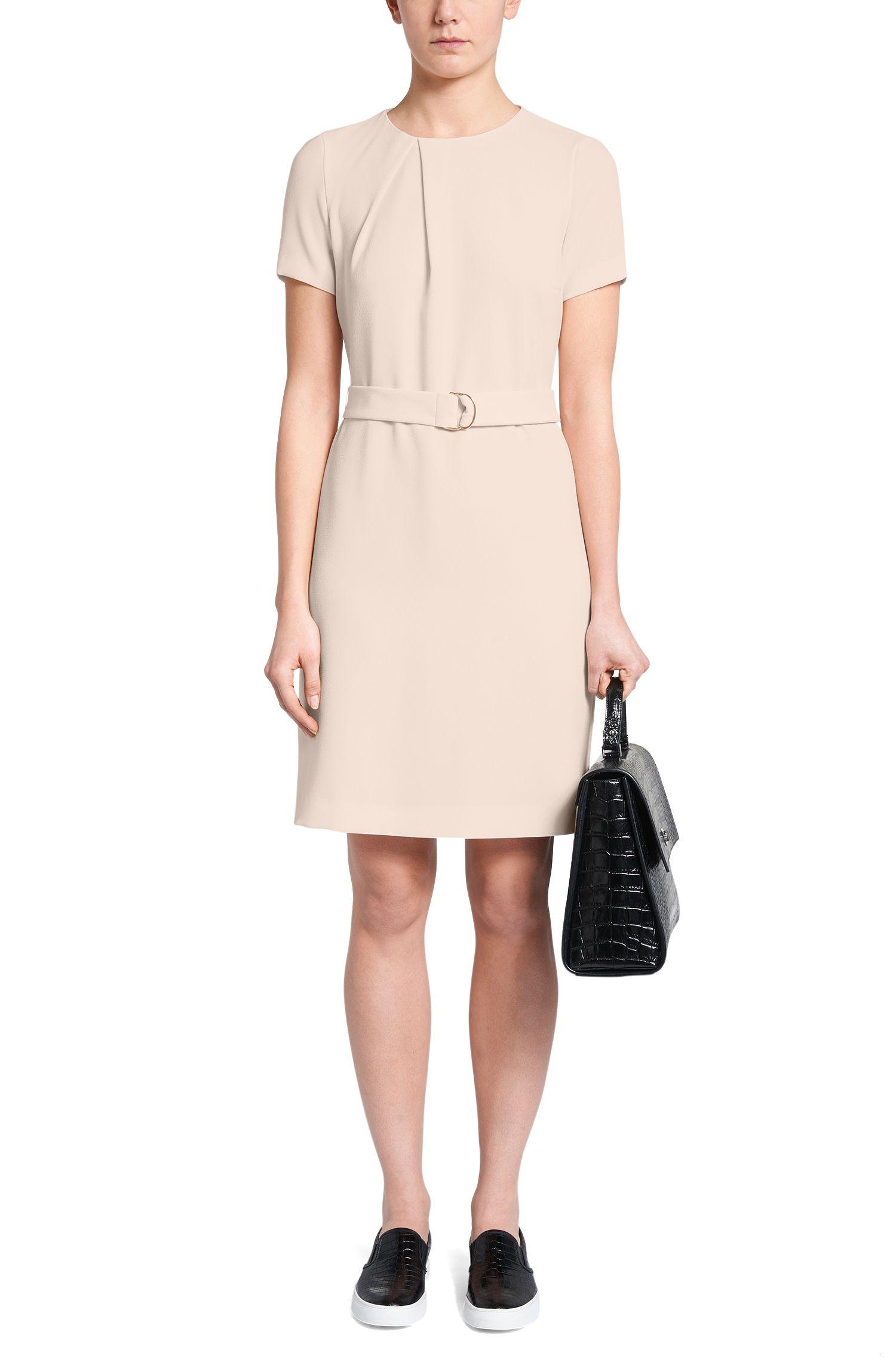 Unifarbenes Kleid mit kurzen Ärmeln und Gürtel: 'Halira'