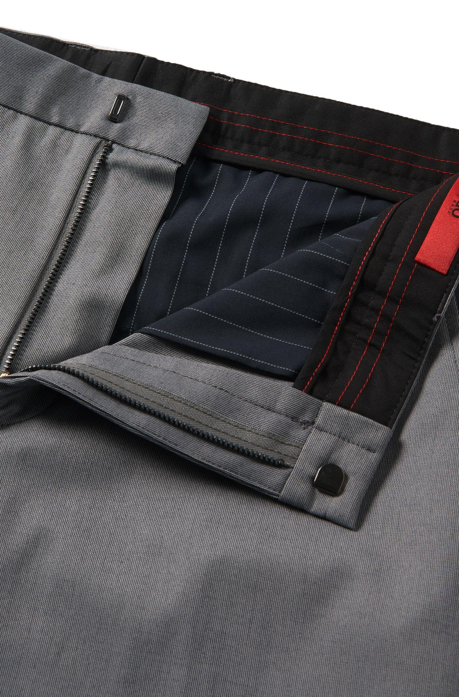 Slim-fit chino van een elastische katoenmix met een fijn dessin: 'Heralt'