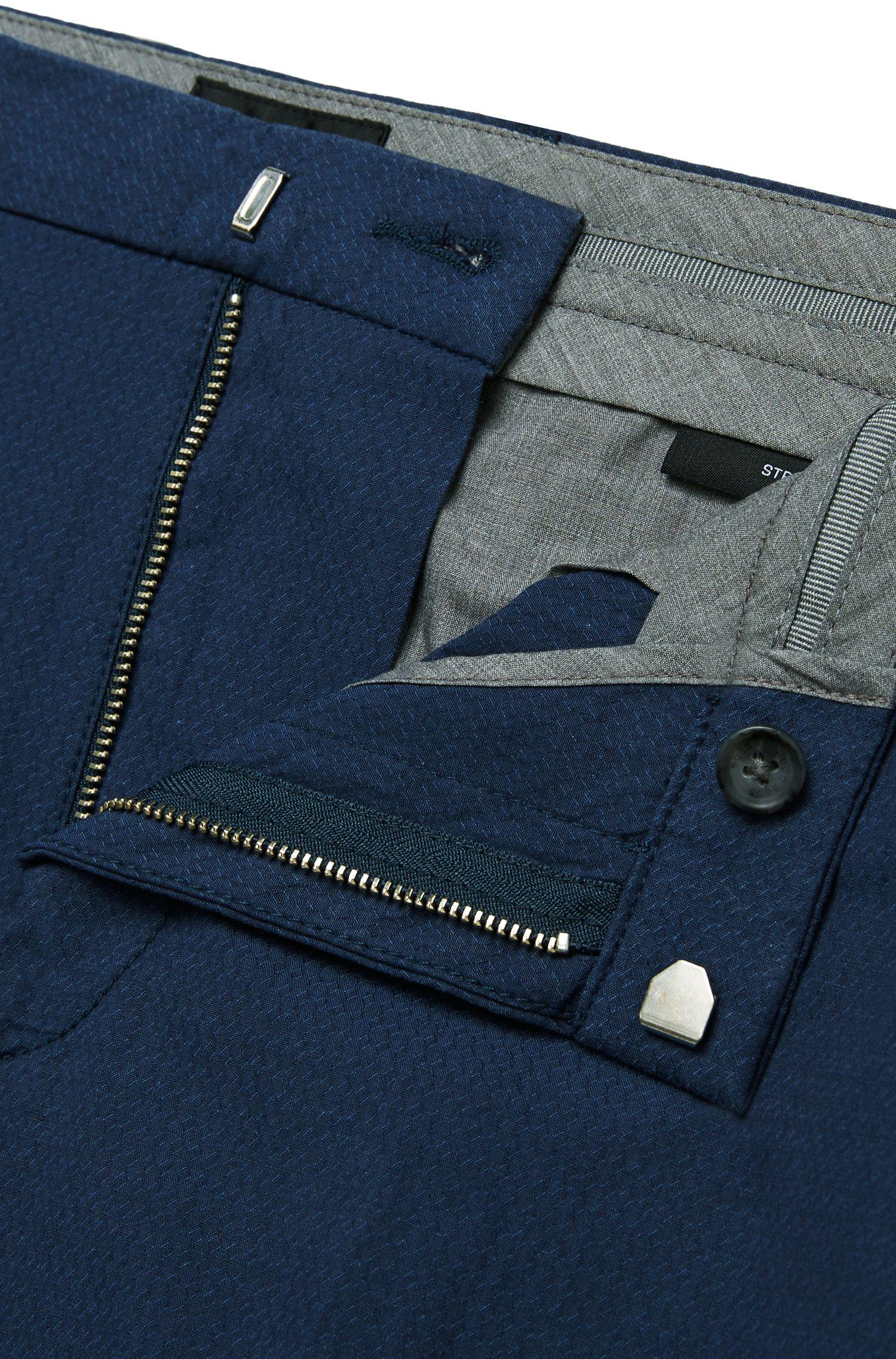 Slim-Fit Chino aus Stretch-Baumwolle mit niedriger Bundhöhe: 'Kaito3-W'