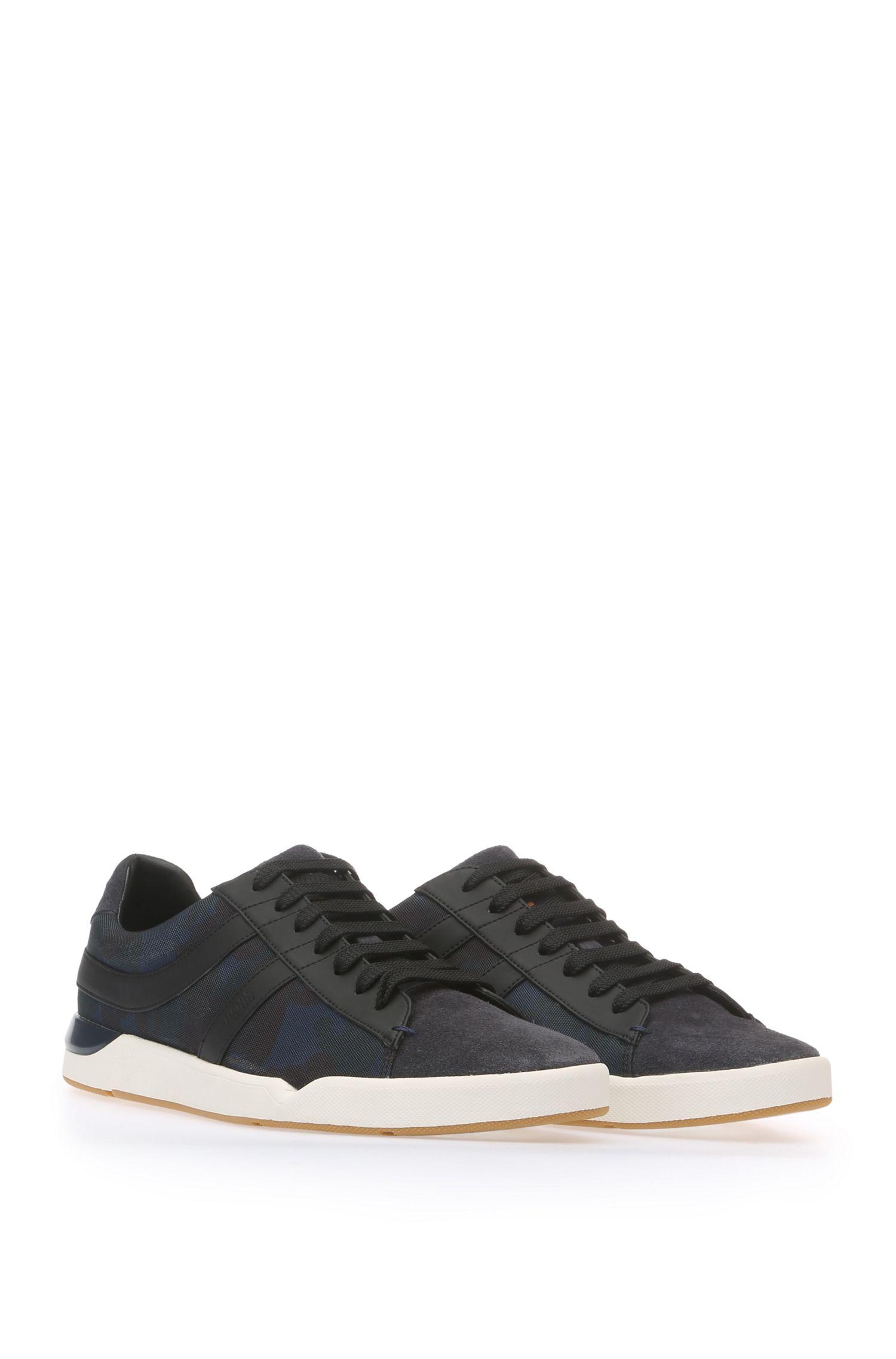 Sneakers van een effectieve materiaalmix: 'Stillnes_Tenn_cvpr'