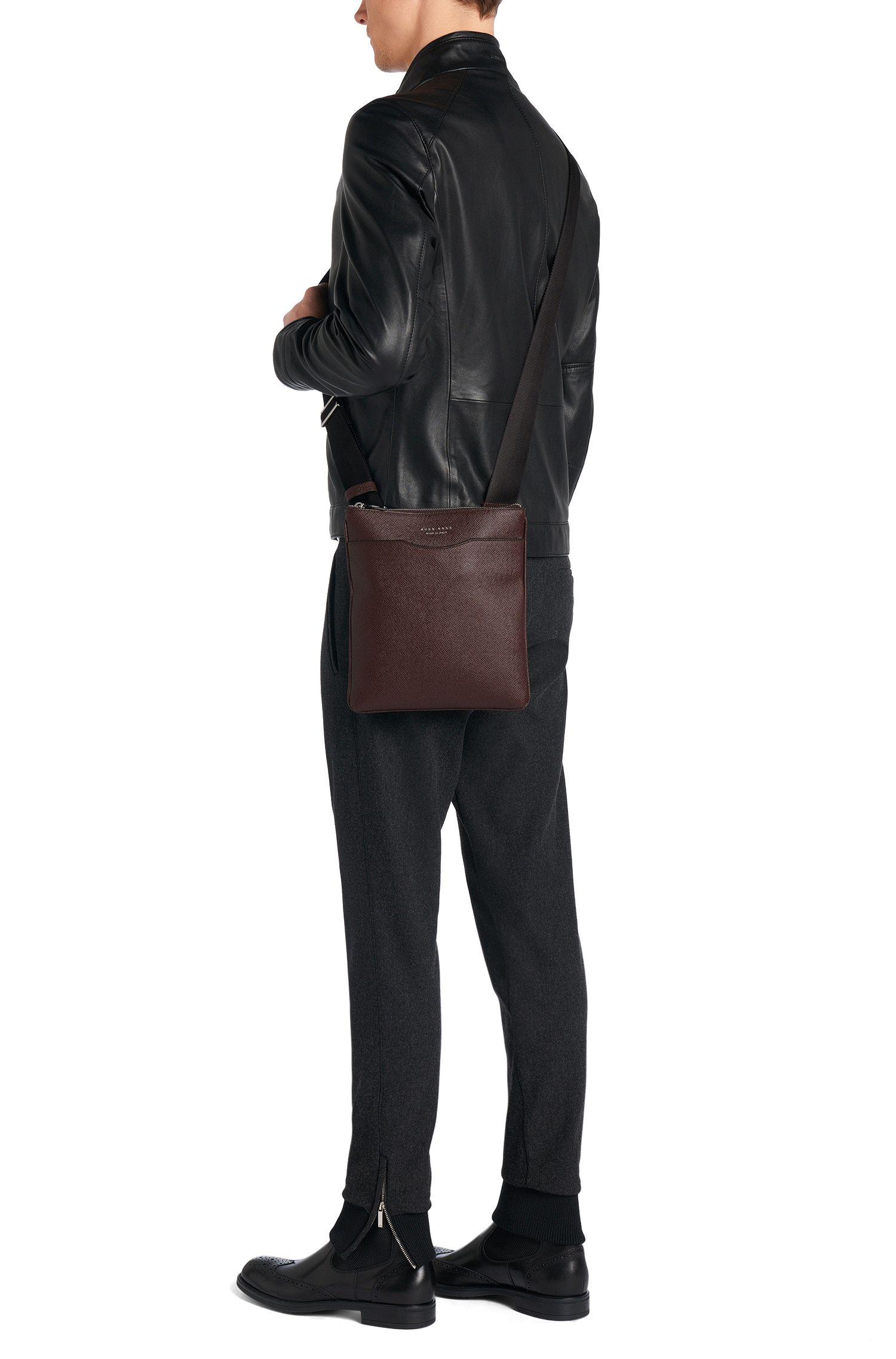 Kleine Umhängetasche aus Leder: 'Signature_S zip env'