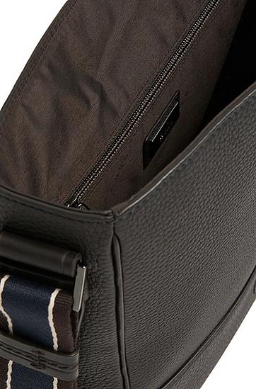 Umhängetasche aus Leder mit gestreiftem Schulterriemen: 'Aspen flap', Dunkelbraun