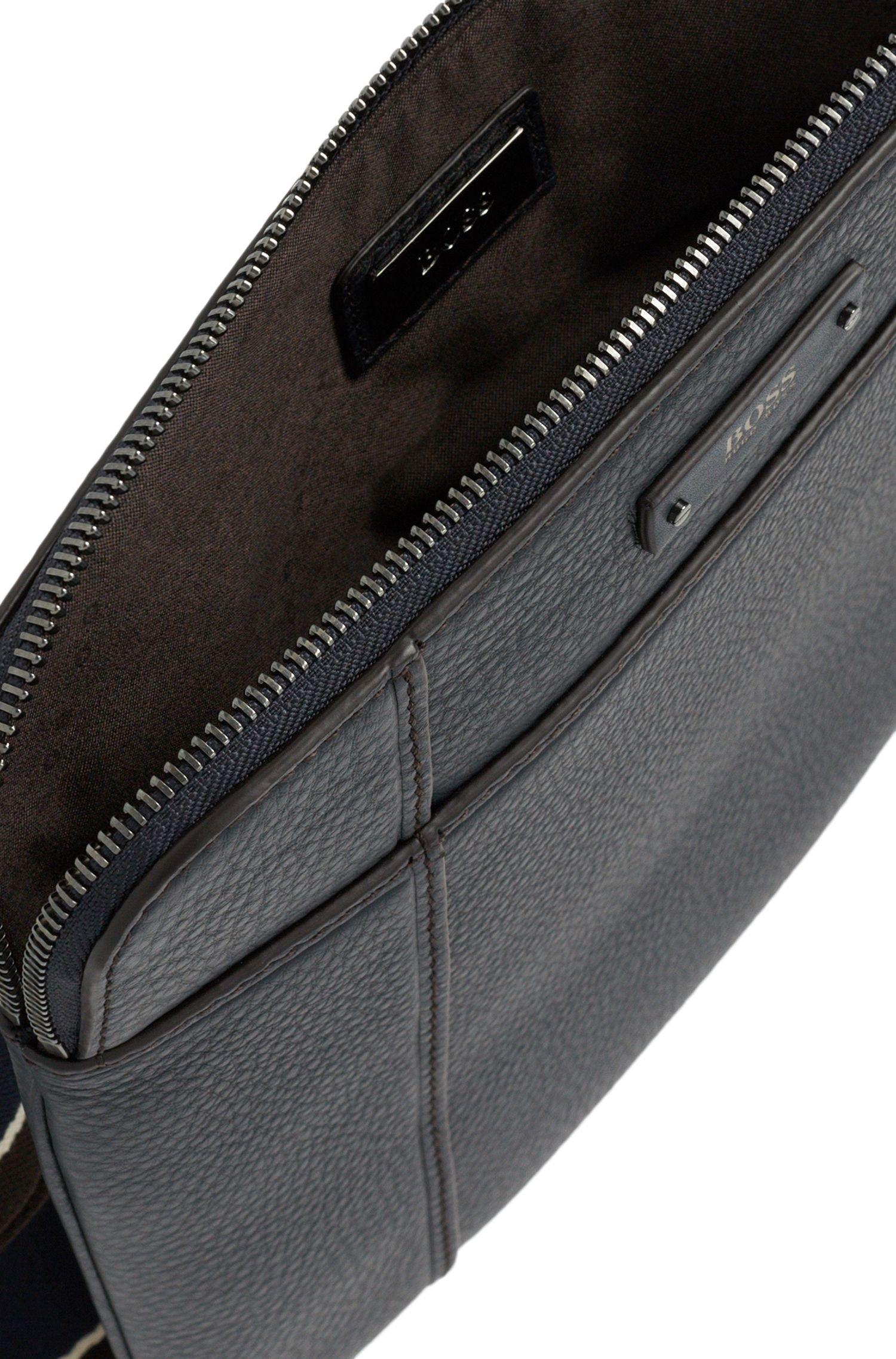Kleine Umhängetasche aus geprägtem Leder: 'Aspen_S zip env'