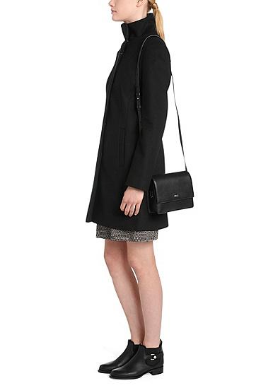 Kleinformatige Umhängetasche aus strukturiertem Leder: 'Nynka-S', Schwarz