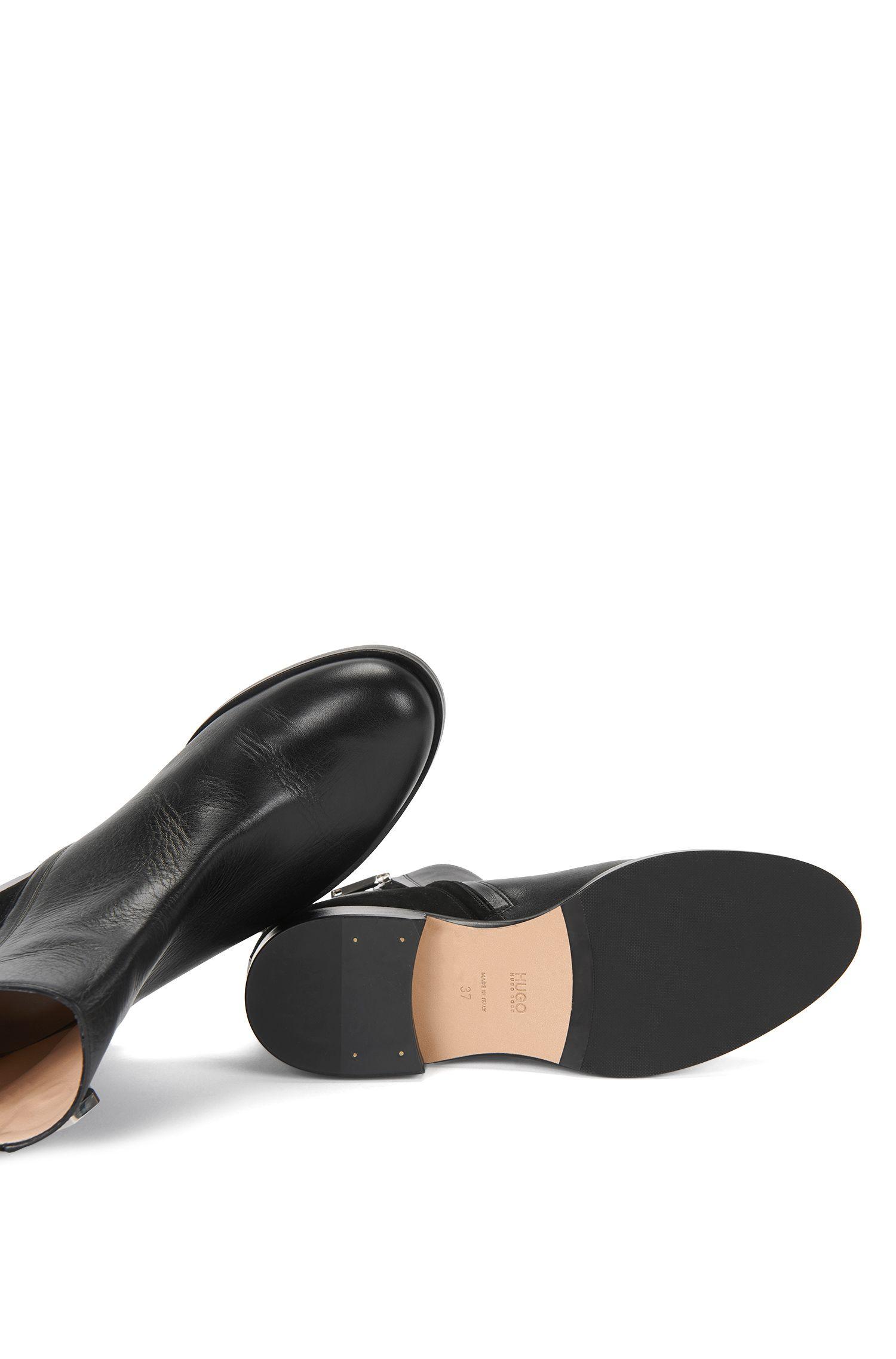 Boots aus Leder mit dekorativer Schnalle: 'Colleen'