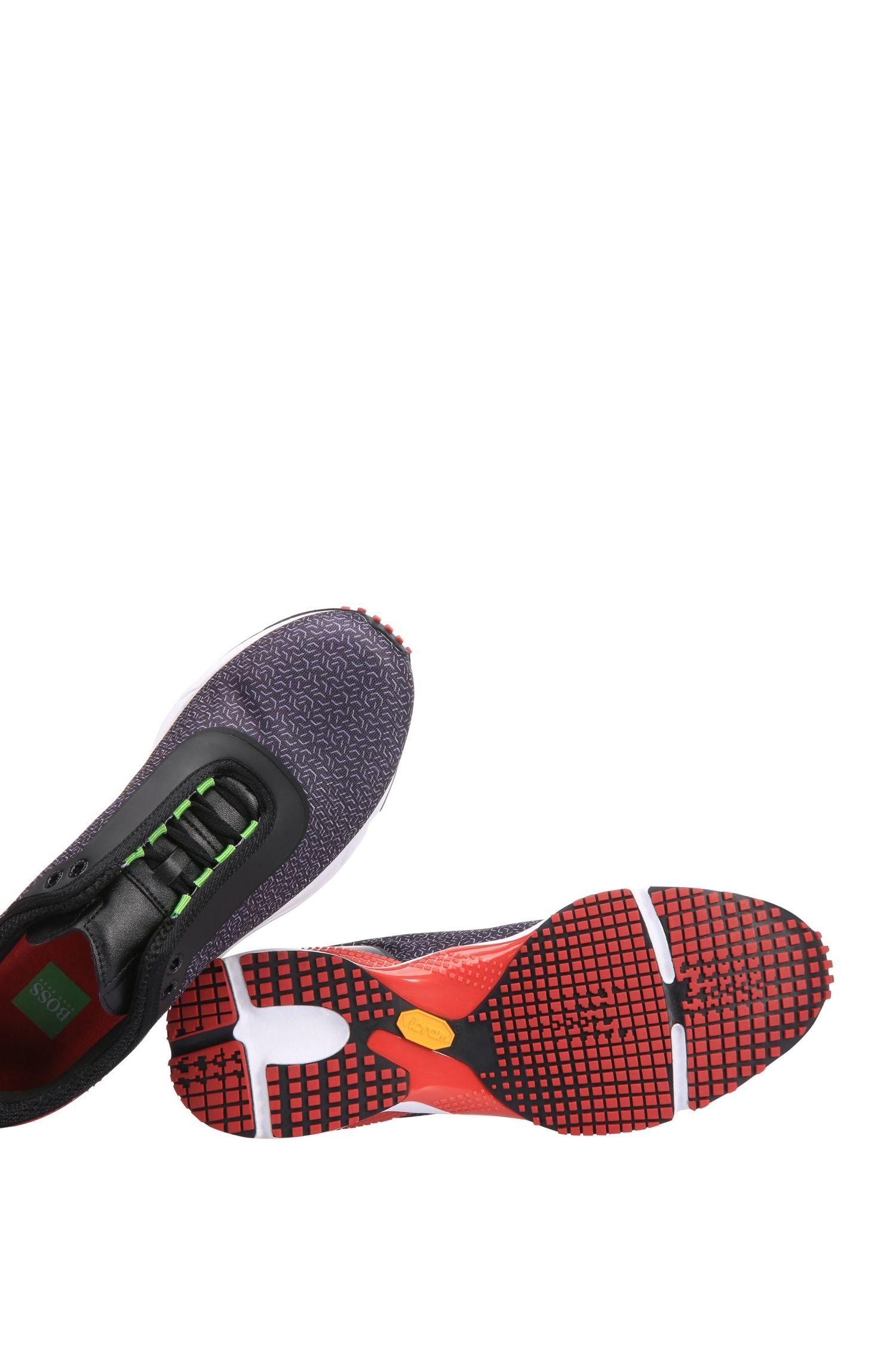 Dynamisch gestaltete Sneakers aus Netzstoff: ´Velocity_Runn_syme`