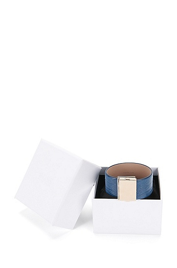 Armband aus Leder mit Clipverschluss: 'Romi Bracelet-L', Hellblau
