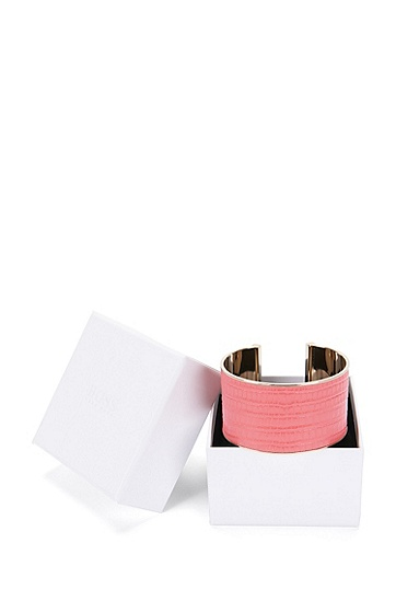 Armband aus Messing mit Lederbesatz: 'Tailor Bracelet-L', Pink