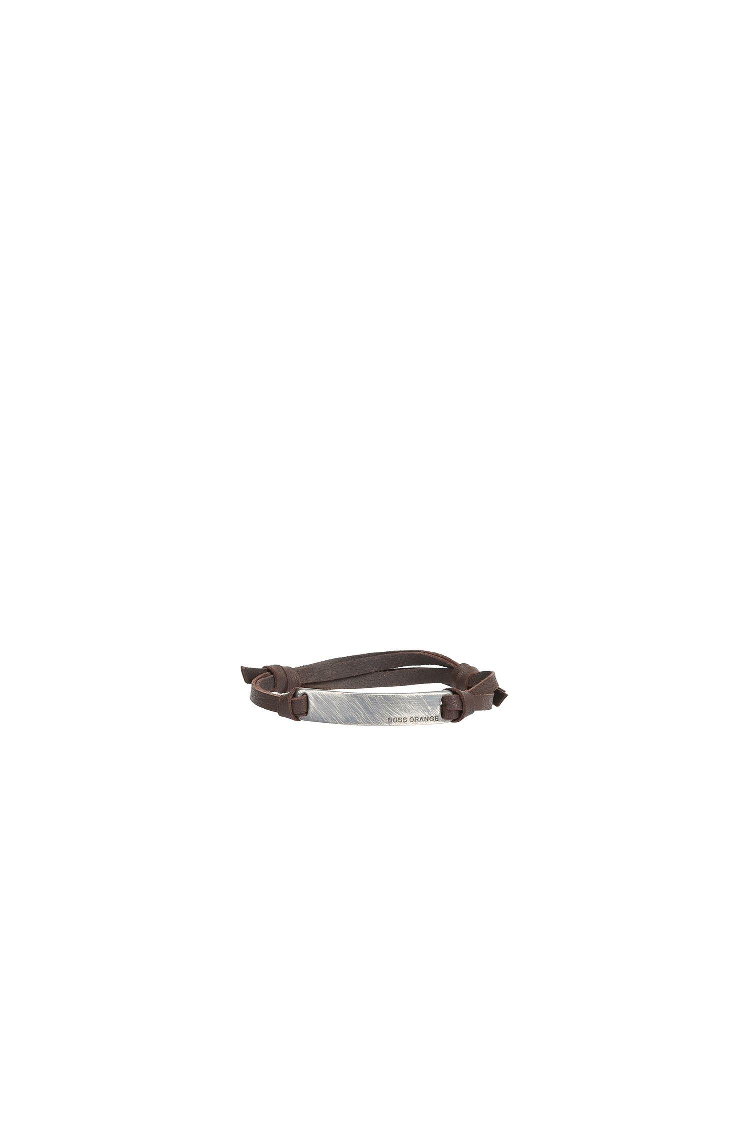 Leren armband met metalen label: 'Mack'