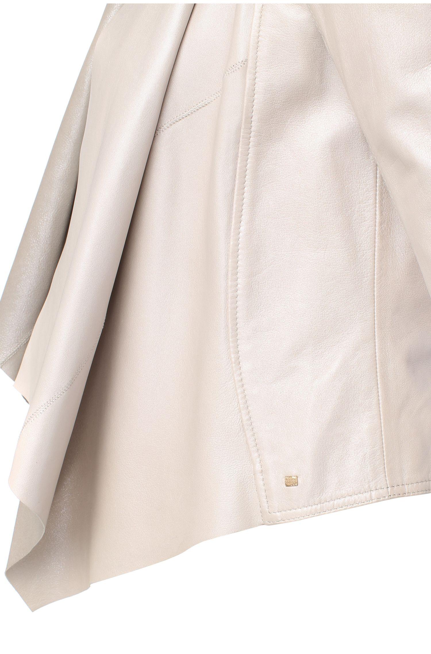 Vrouwelijke leren jas met watervalkraag: 'Jesali'