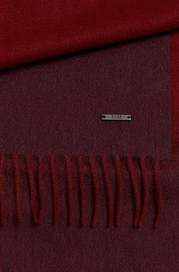 Scarf in new wool with colour graduation: 'Heroso', Red